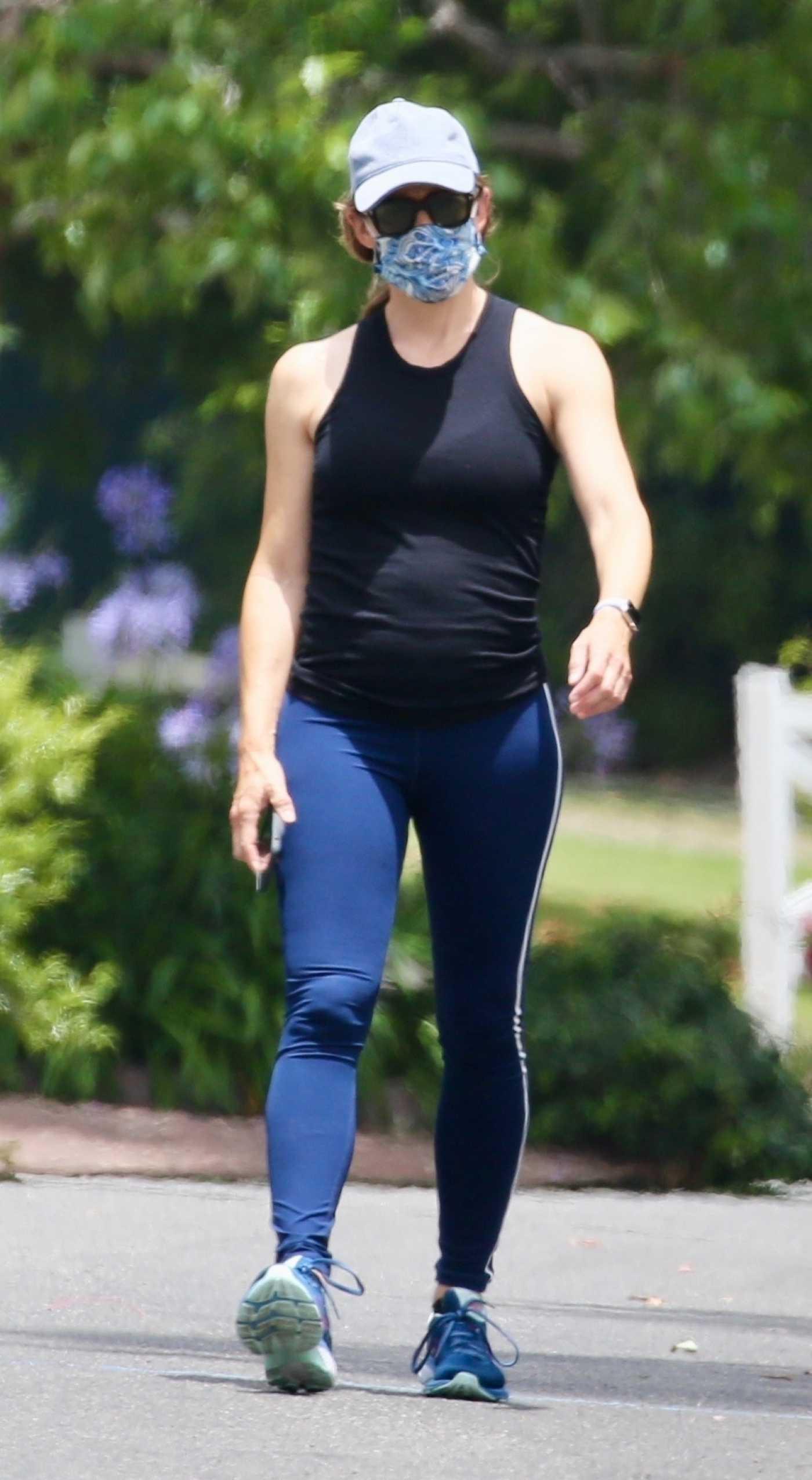 Jennifer Garner in a Black Tank Top Was Spotted on a Walk in Los Angeles 06/23/2020