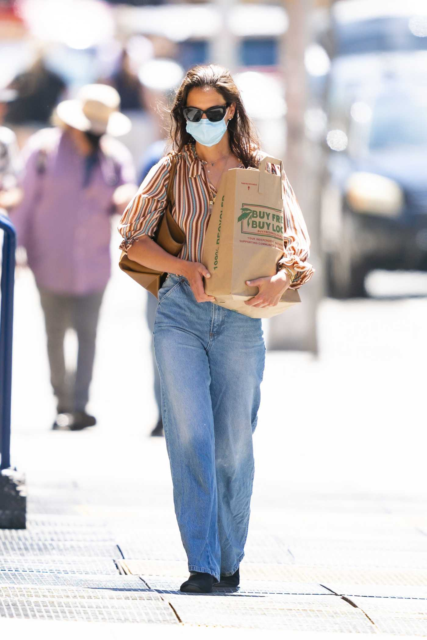 Katie Holmes in a Protective Mask Goes Grocery Shopping in New York 06/16/2020