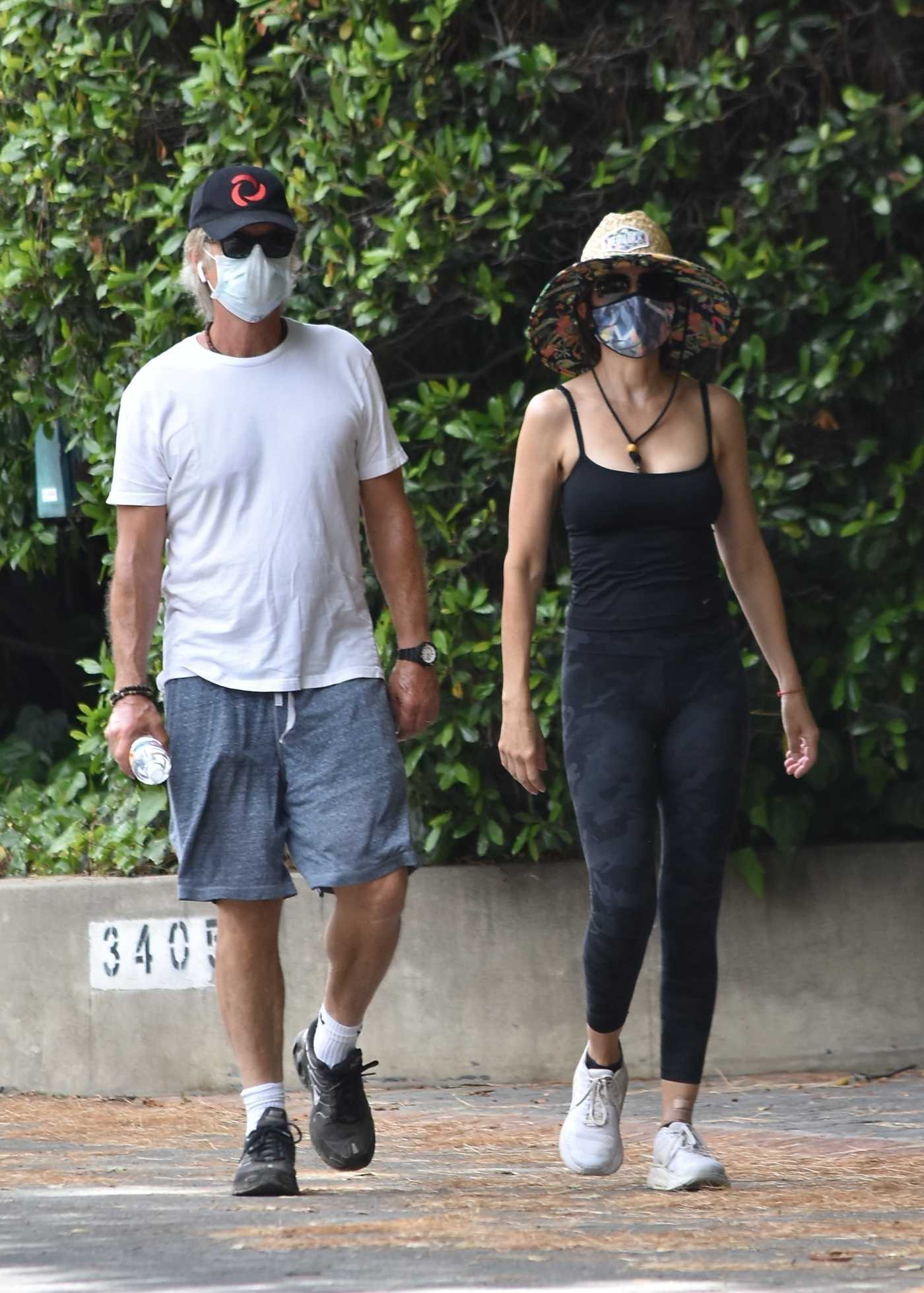 Lisa Rinna in a Protective Mask Was Seen Out with Harry Hamlin in Studio City 06/02/2020