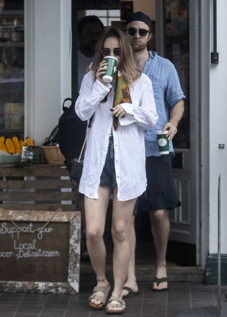 Robert Pattinson in a Black Flip-Flops