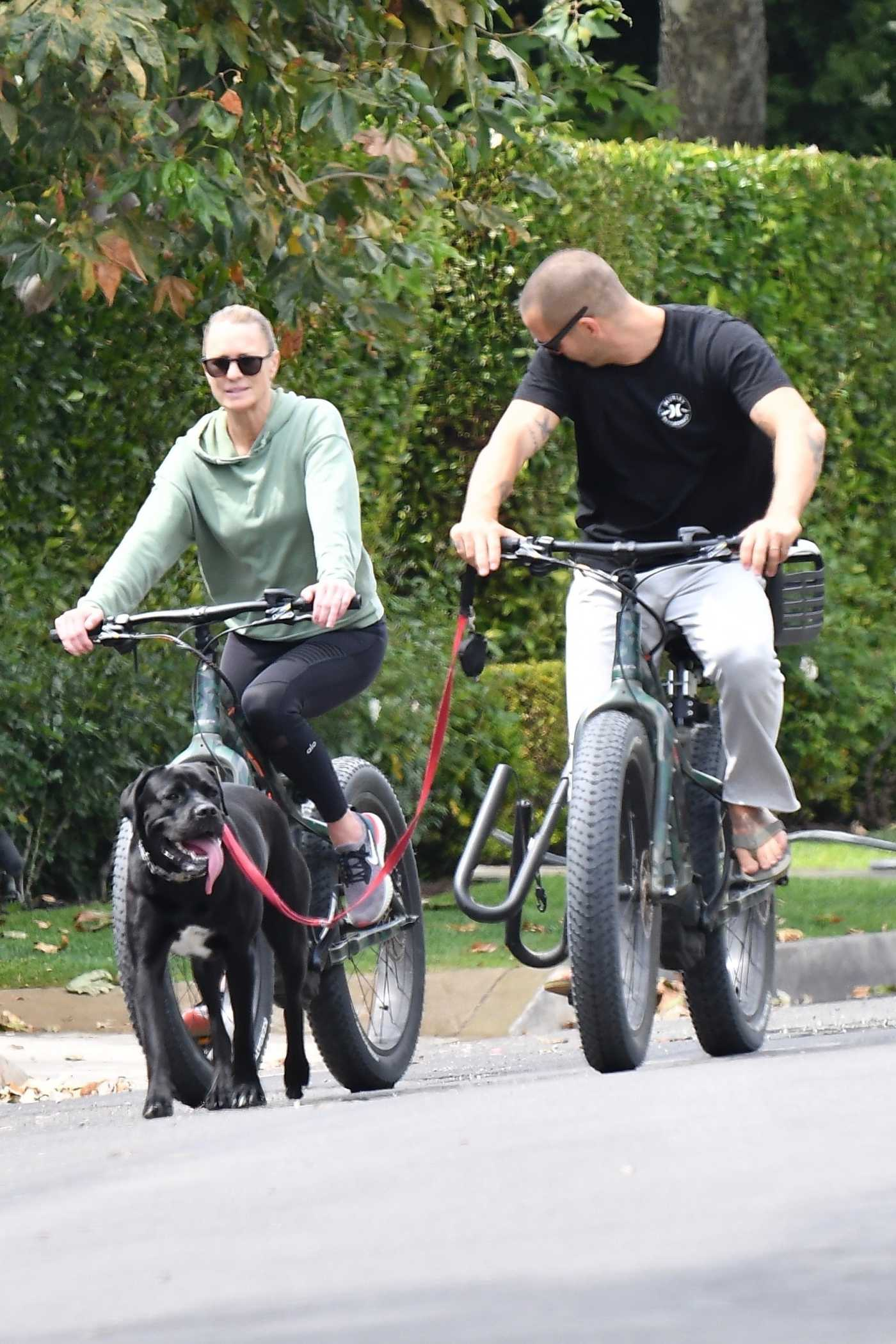 Robin Wright in a Green Hoody Does a Bike Ride in Brentwood 06/02/2020
