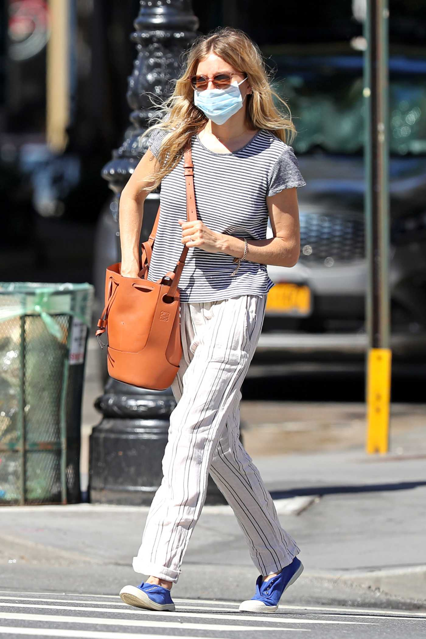 Sienna Miller in a Striped T-Shirt Was Seen Out in New York 06/12/2020