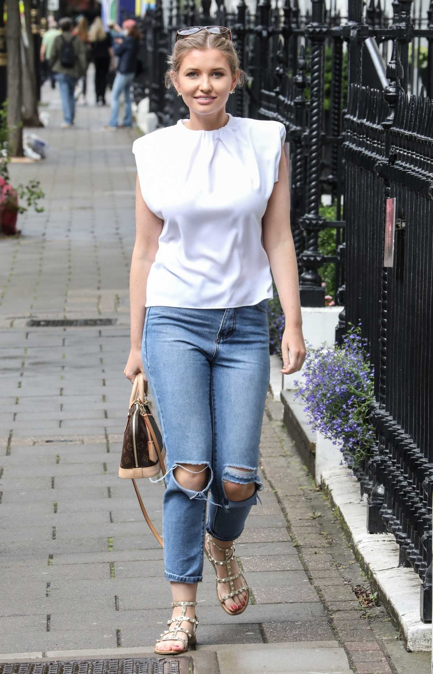 Amy Hart in a White Blouse Visits the Dr. Richard Clinic in London 07/01/2020