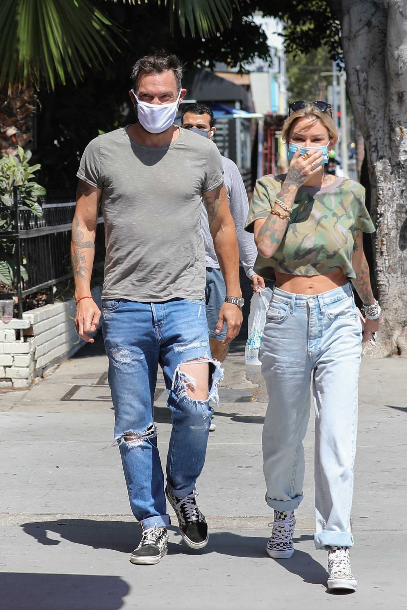 Brian Austin Green in a Gray Tee Goes for Lunch Out with Tina Louise at Sugar Taco Restaurant in Los Angeles 07/29/2020