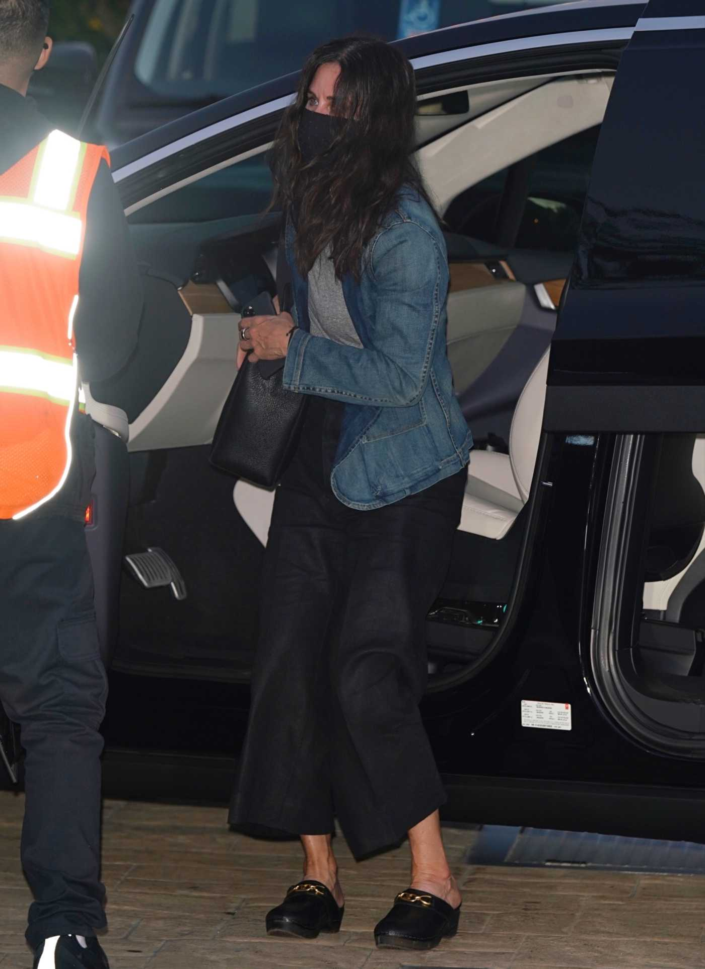 Courteney Cox in a Black Protective Mask Arrives for Dinner at Nobu in Malibu 07/29/2020