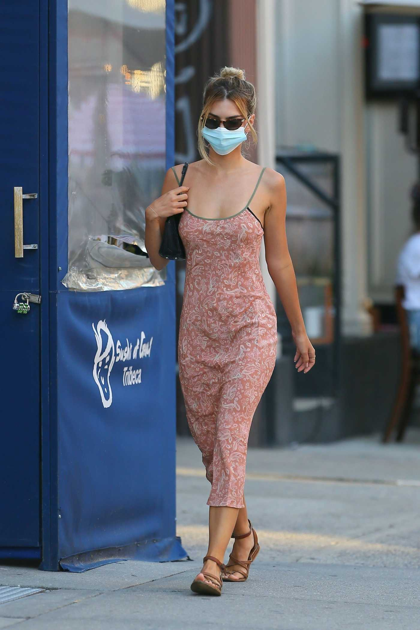 Emily Ratajkowski in a Protective Mask Was Seen Out in New York 07/09/2020