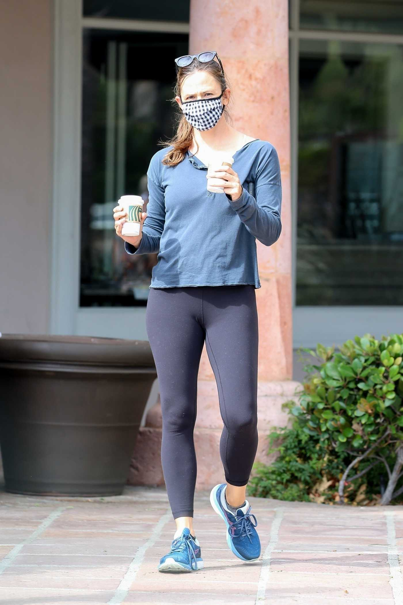 Jennifer Garner in a Protective Mask Was Seen Out in Malibu 07/10/2020
