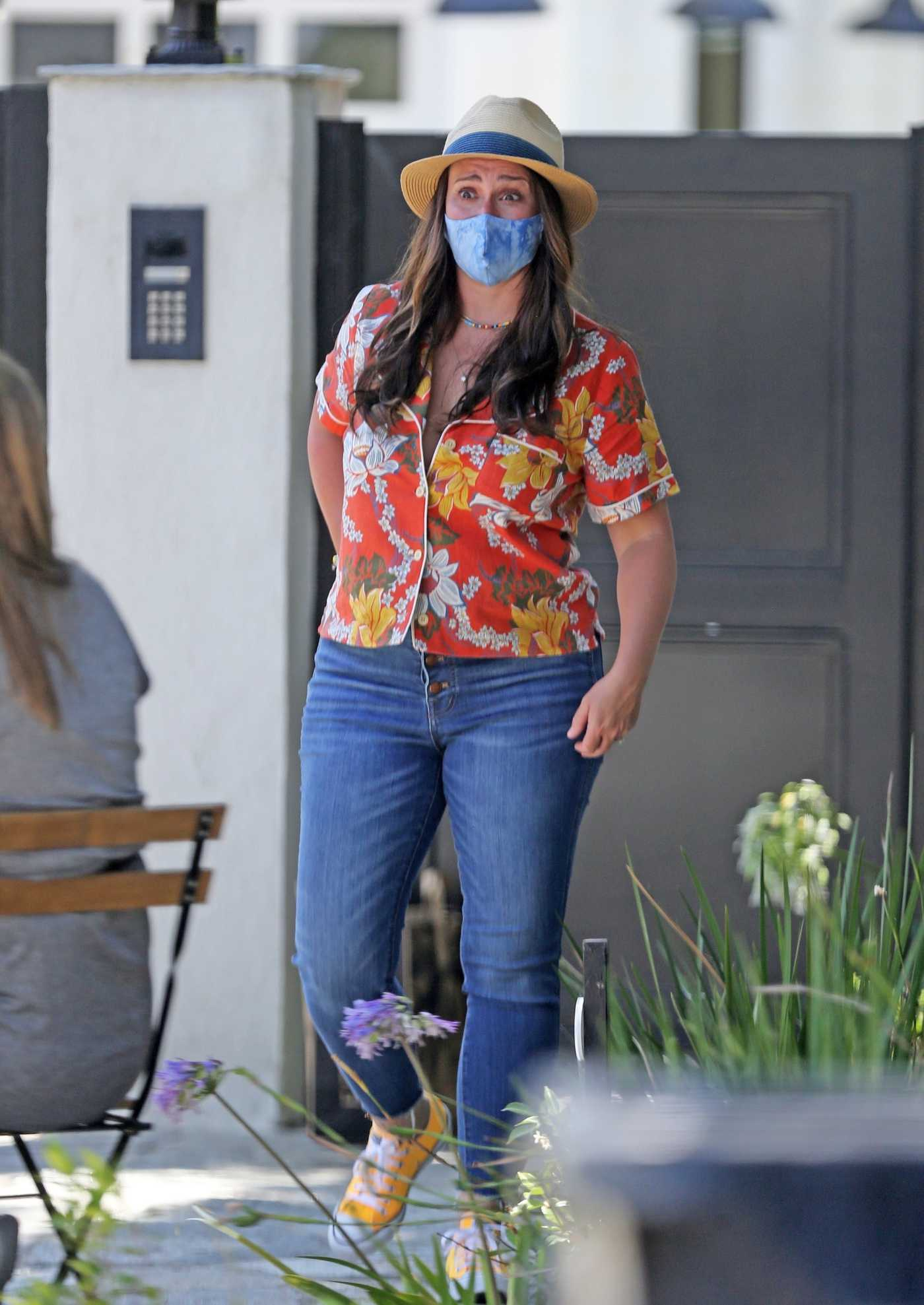 Jennifer Love Hewitt in a Protective Mask Was Seen in Her Front Garden in the Pacific Palisades 07/21/2020