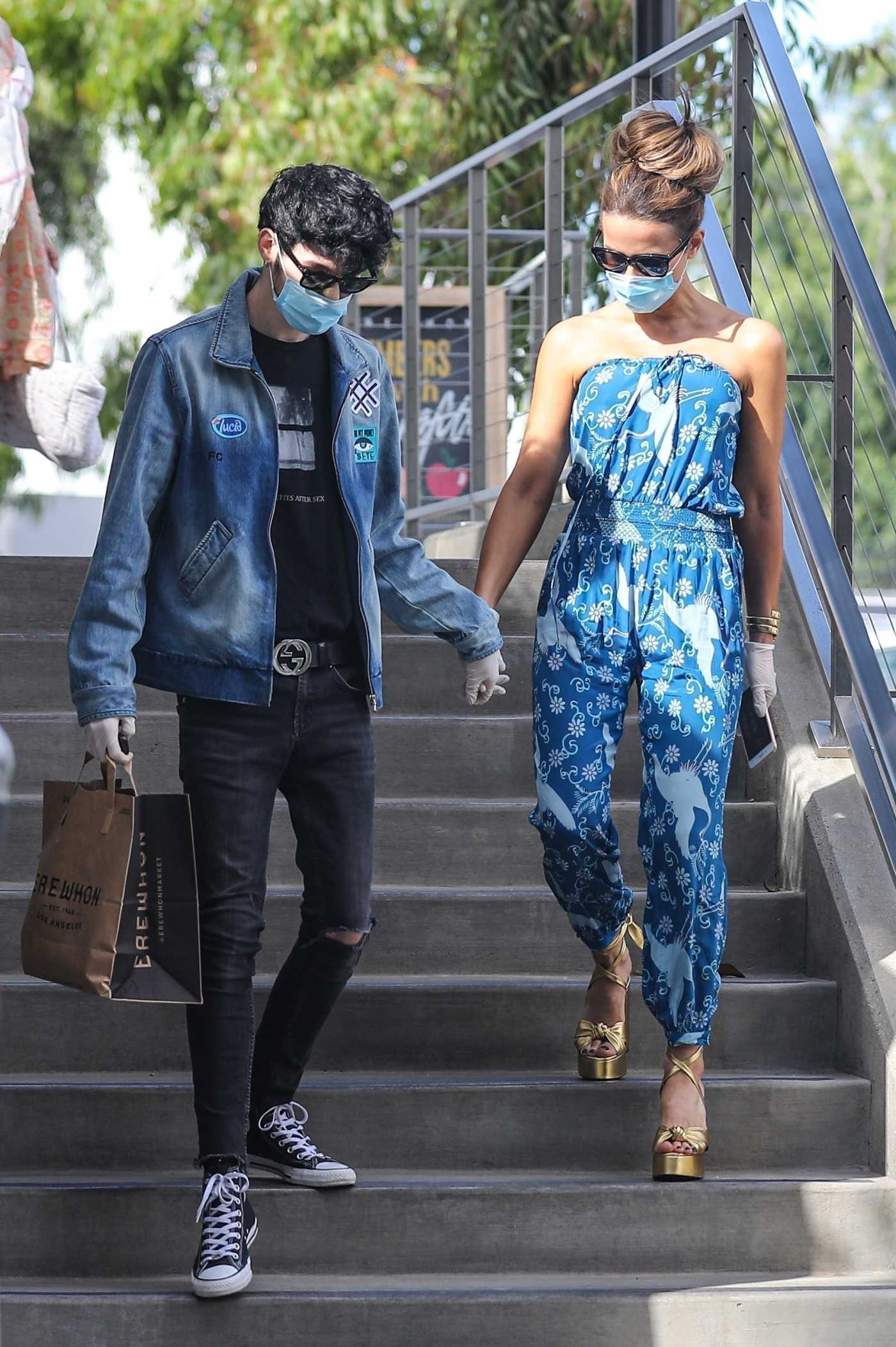 Kate Beckinsale in a Protective Mask Was Seen Out with Goodie Grace in Santa Monica 07/22/2020