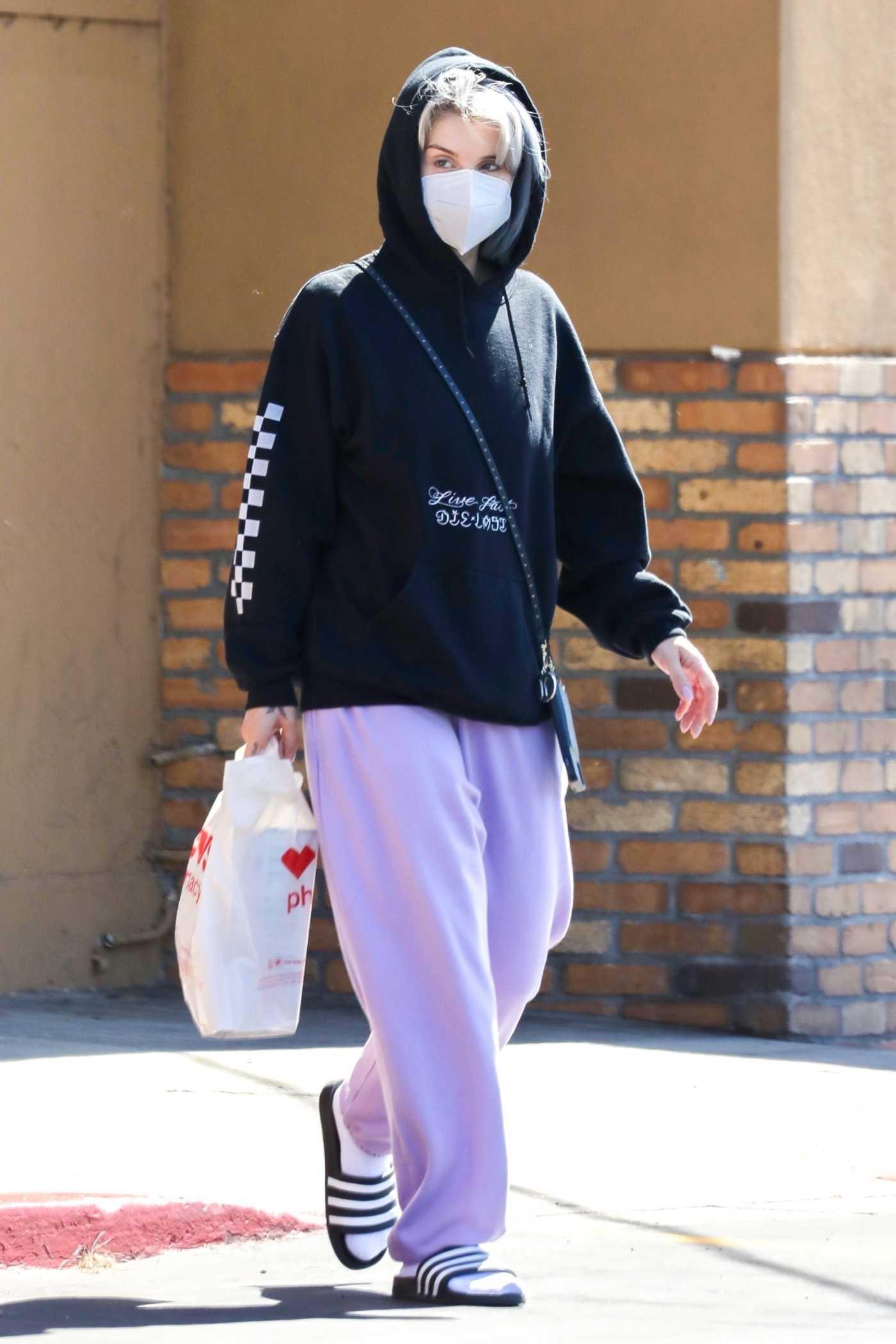 Kelly Osbourne in a Black Hoody Was Seen Out in Los Angeles 07/06/2020