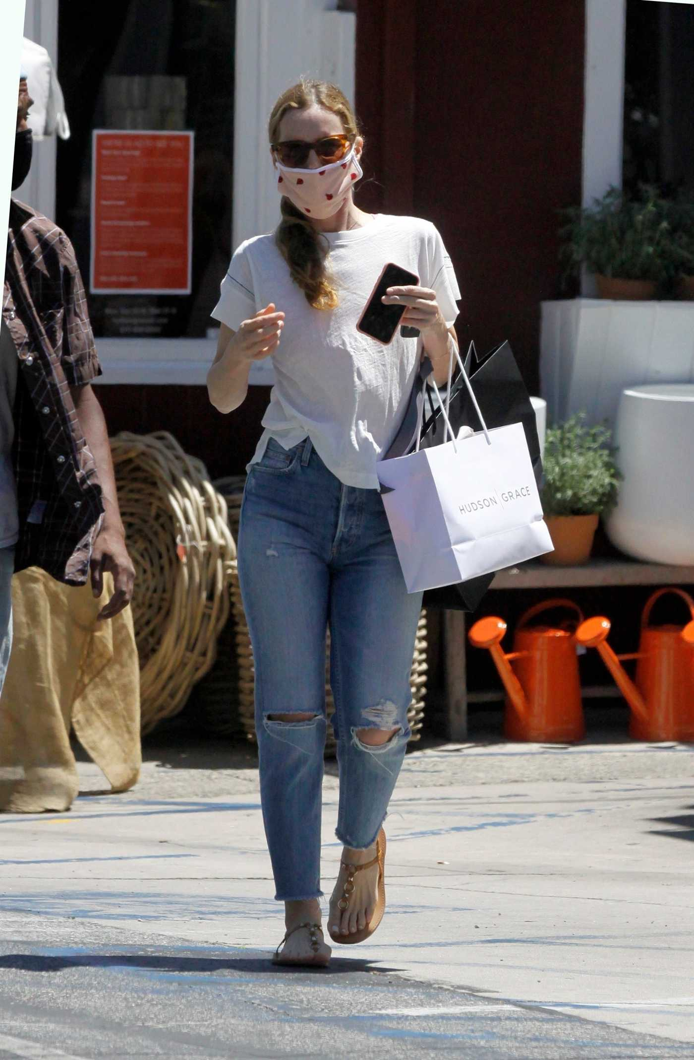 Leslie Mann in a Blue Ripped Jeans Goes Shopping at Hudson Grace in Brentwood 07/16/2020