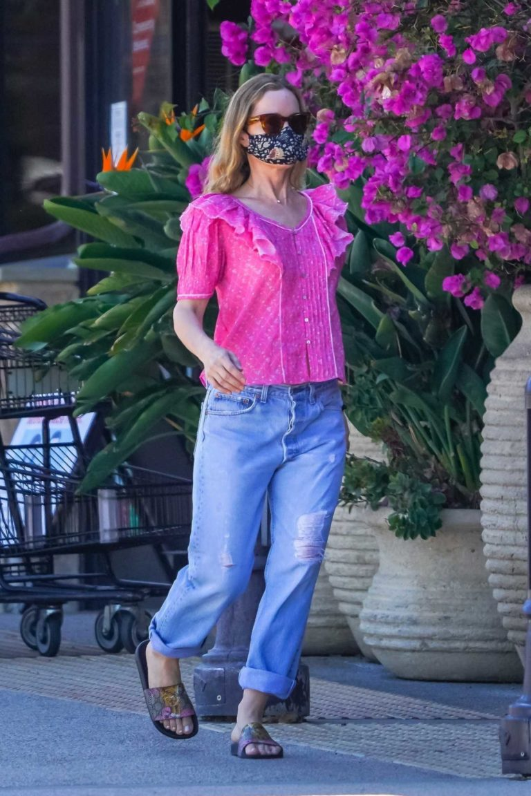 Leslie Mann in a Pink Blouse