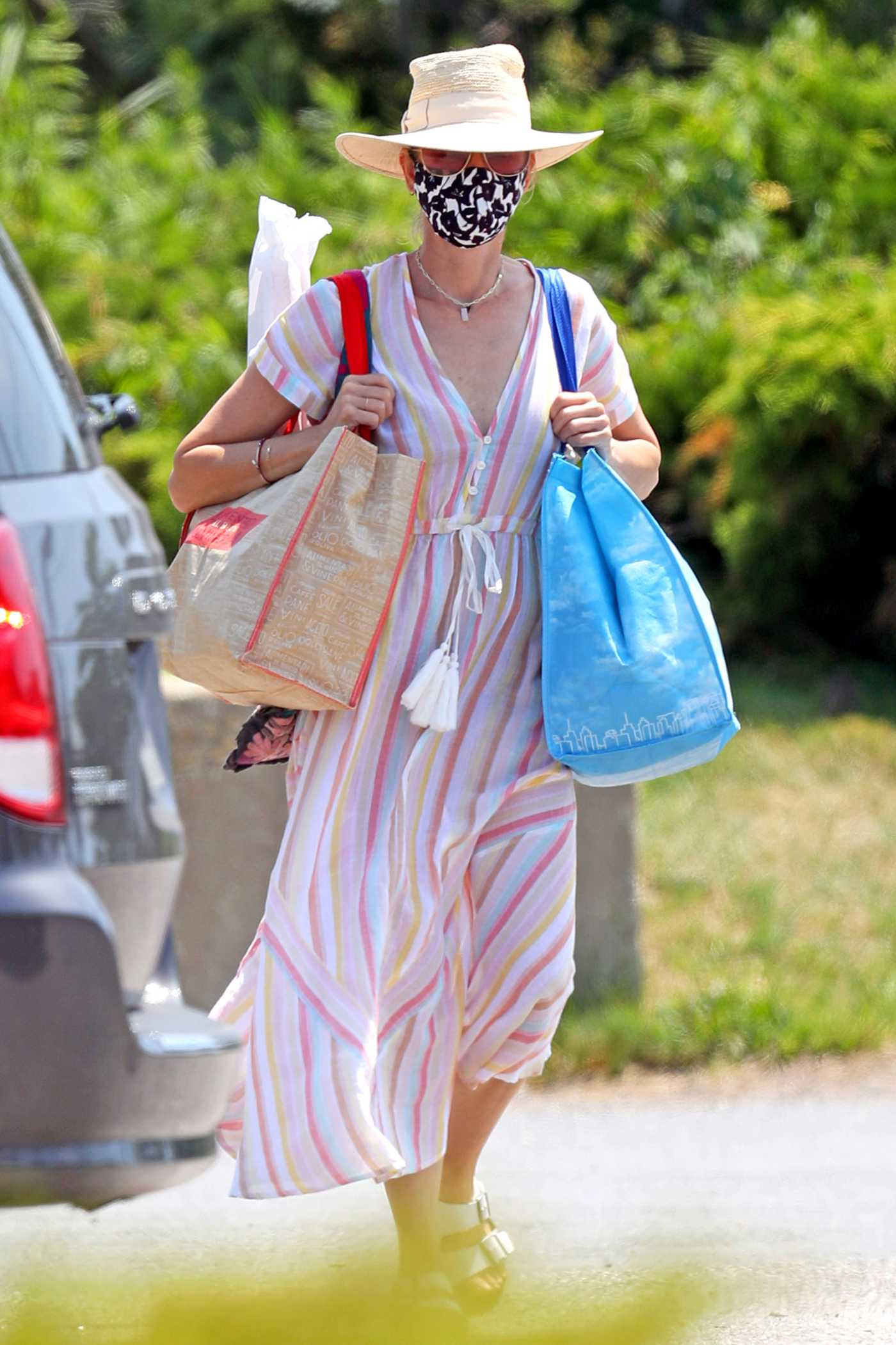 Naomi Watts in a Protective Mask Goes Shopping in the Hamptons, New York 07/15/2020