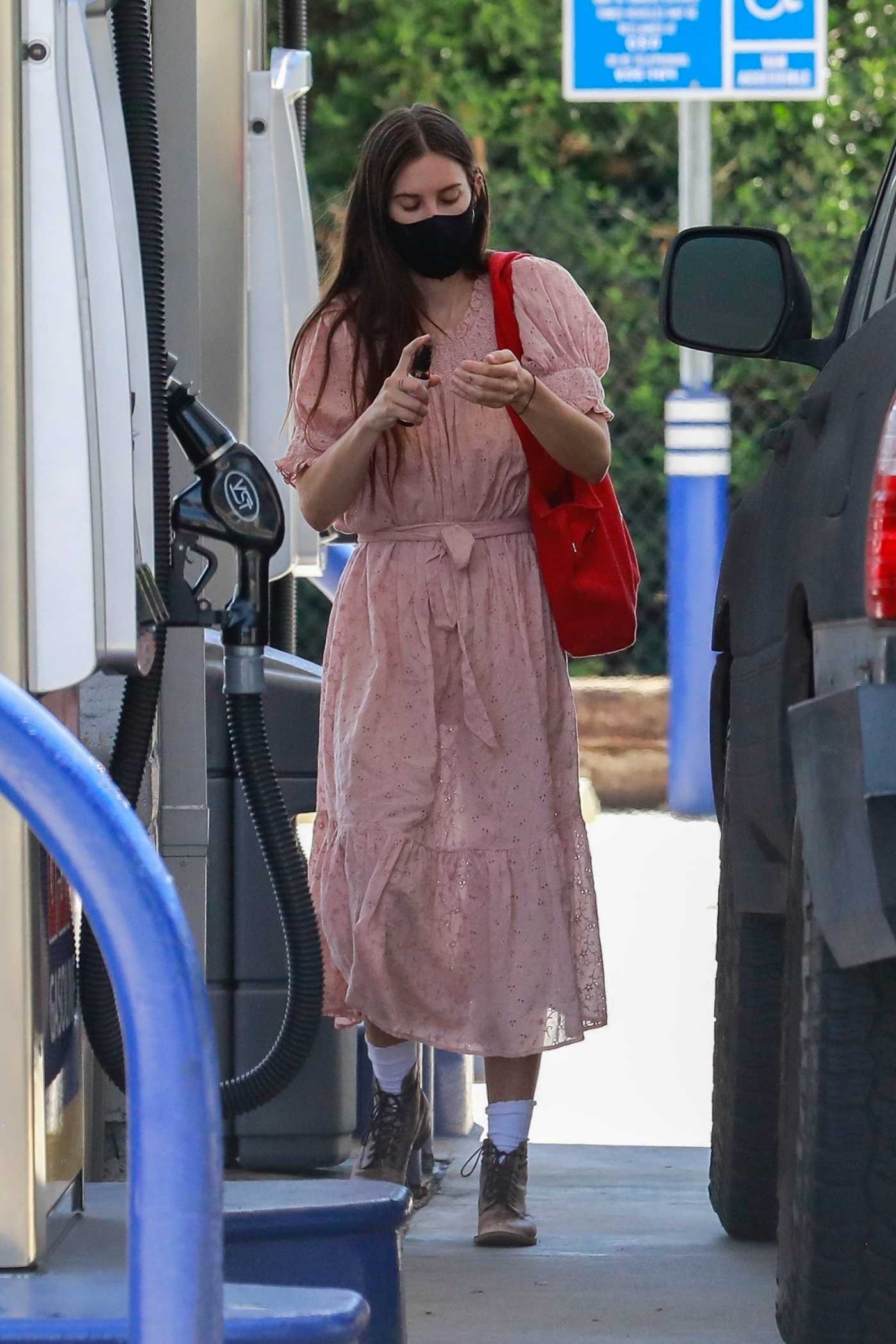 Scout Willis in a Pink Dress Was Seen at a Gas Station in Ojai 07/27/2020