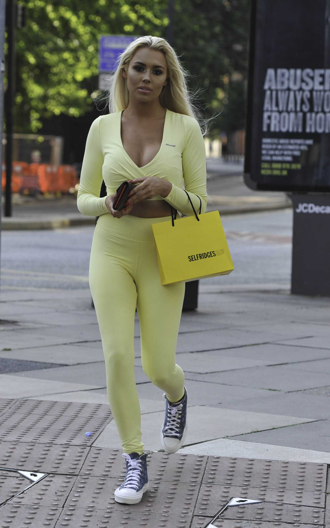Shannen Reilly McGrath in a Yellow Gym Clothes Was Seen Out in Manchester 06/30/2020