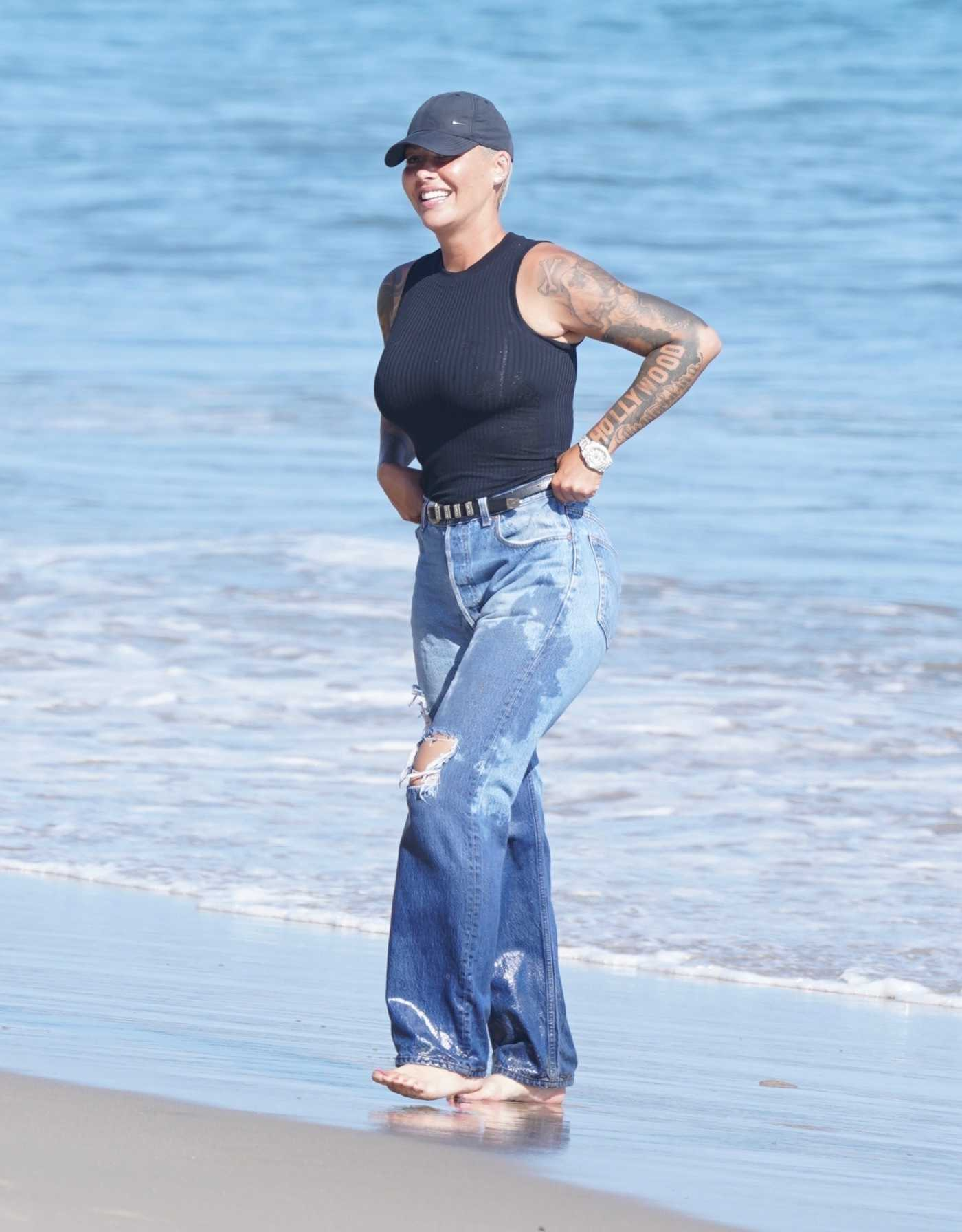 Amber Rose in a Black Cap Was Spotted on the Beach in Malibu 08/07/2020