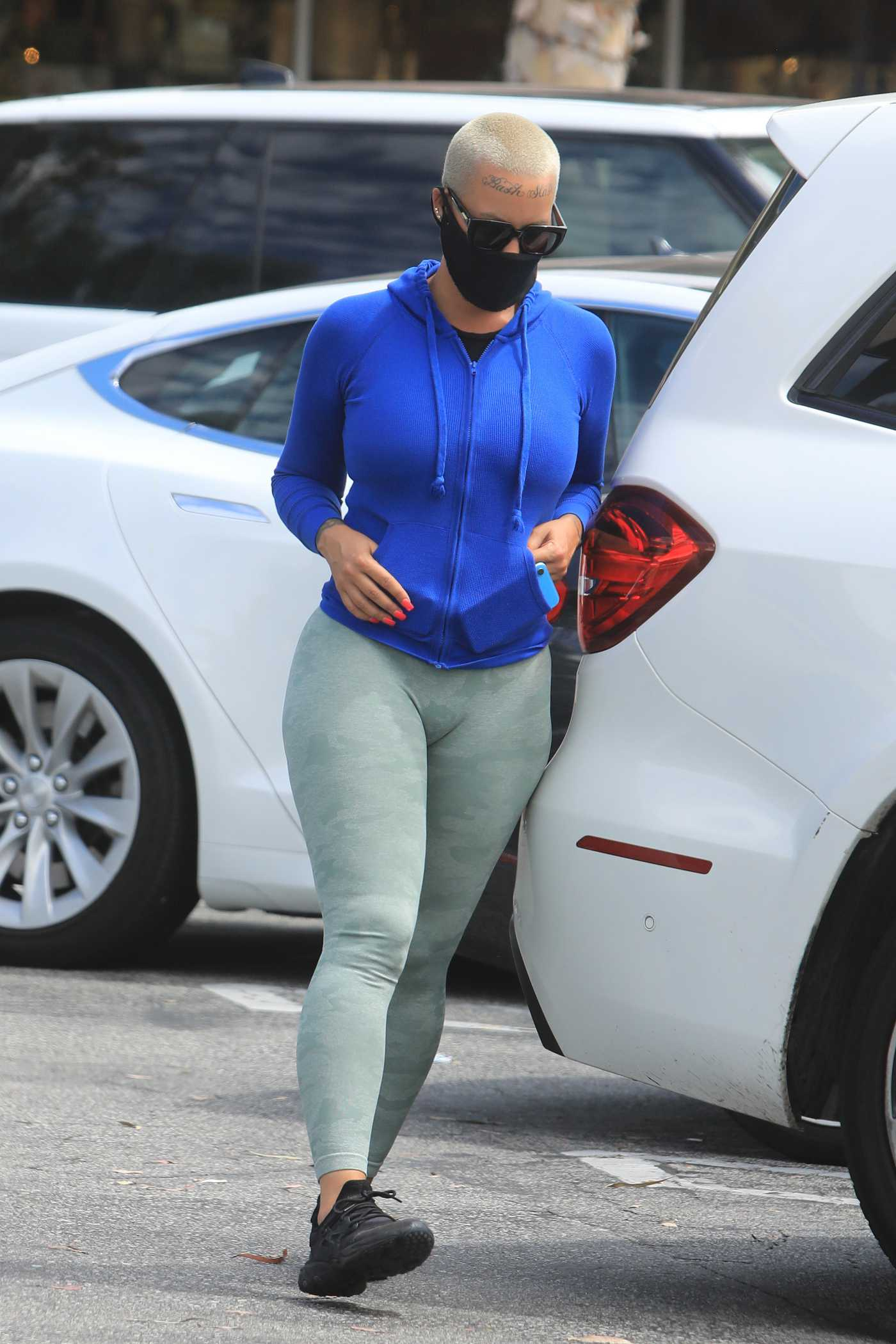 Amber Rose in a Black Protective Mask Was Spotted Out in Los Angeles 08/13/2020