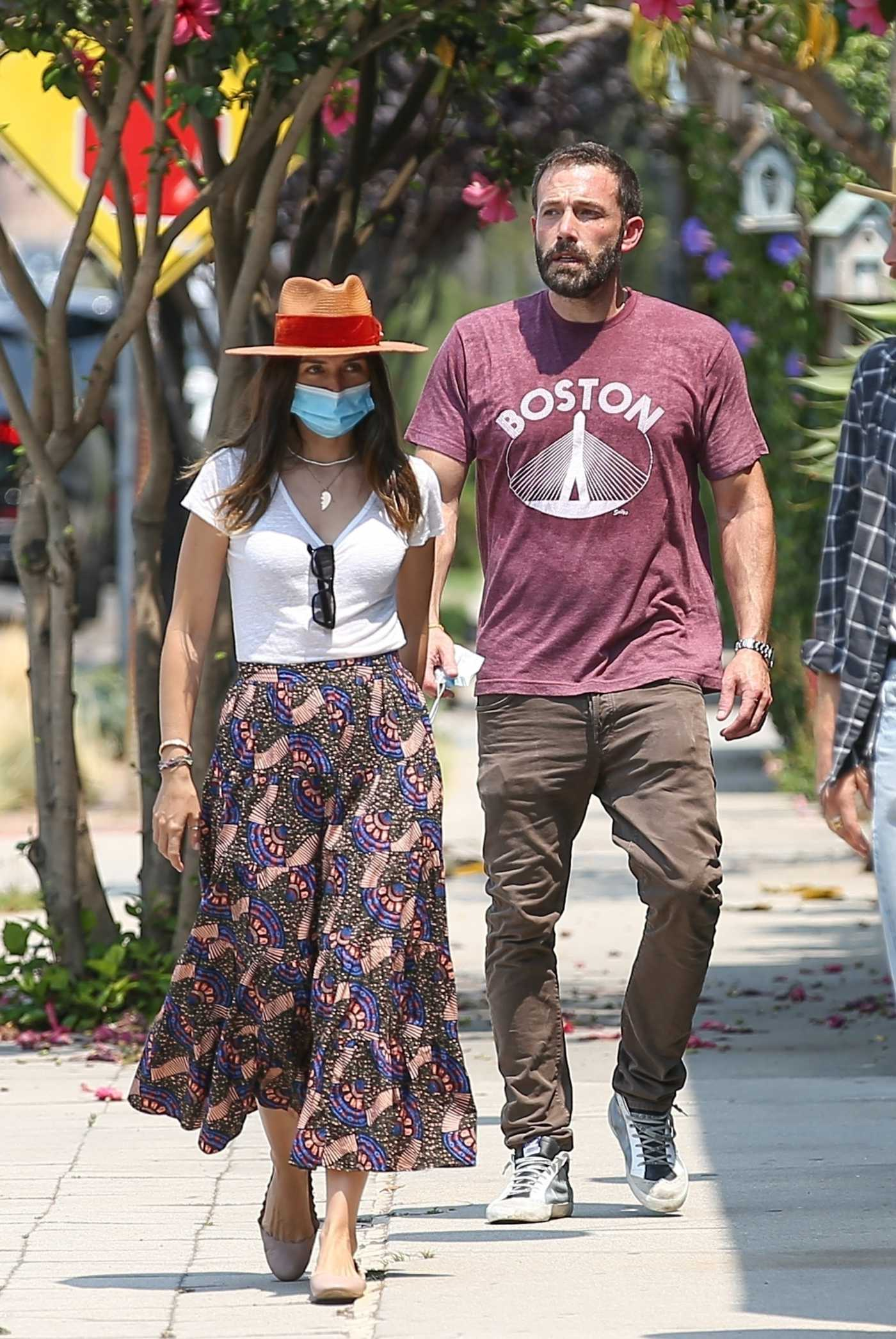 Ana De Armas in a Protective Mask Shops for Hats at Nick Fouquet Hat Shop Out with Ben Affleck in Venice 08/20/2020