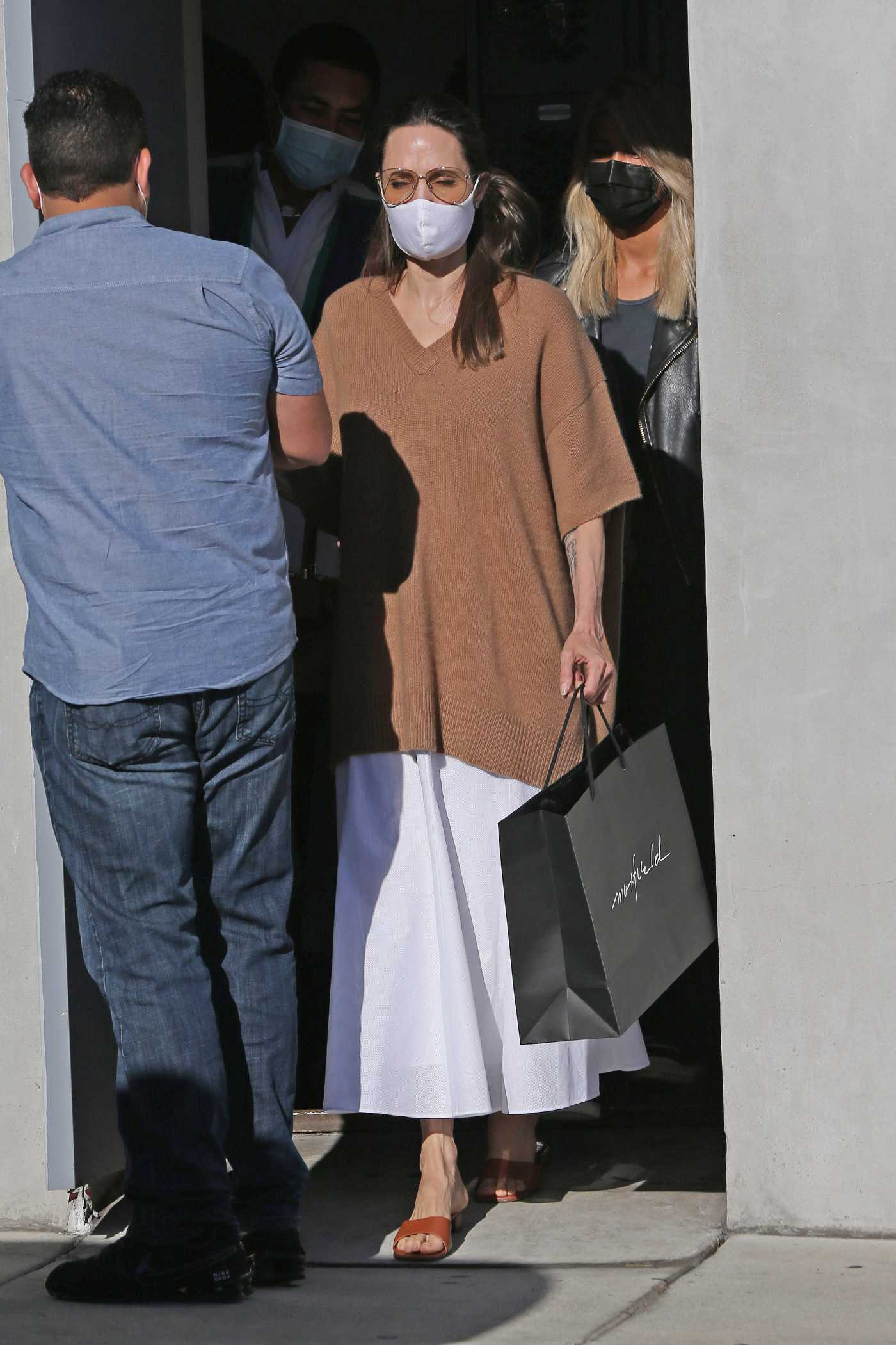 Angelina Jolie in a Protective Mask Hits up the Video Game Store GameStop in Los Angeles 08/02/2020