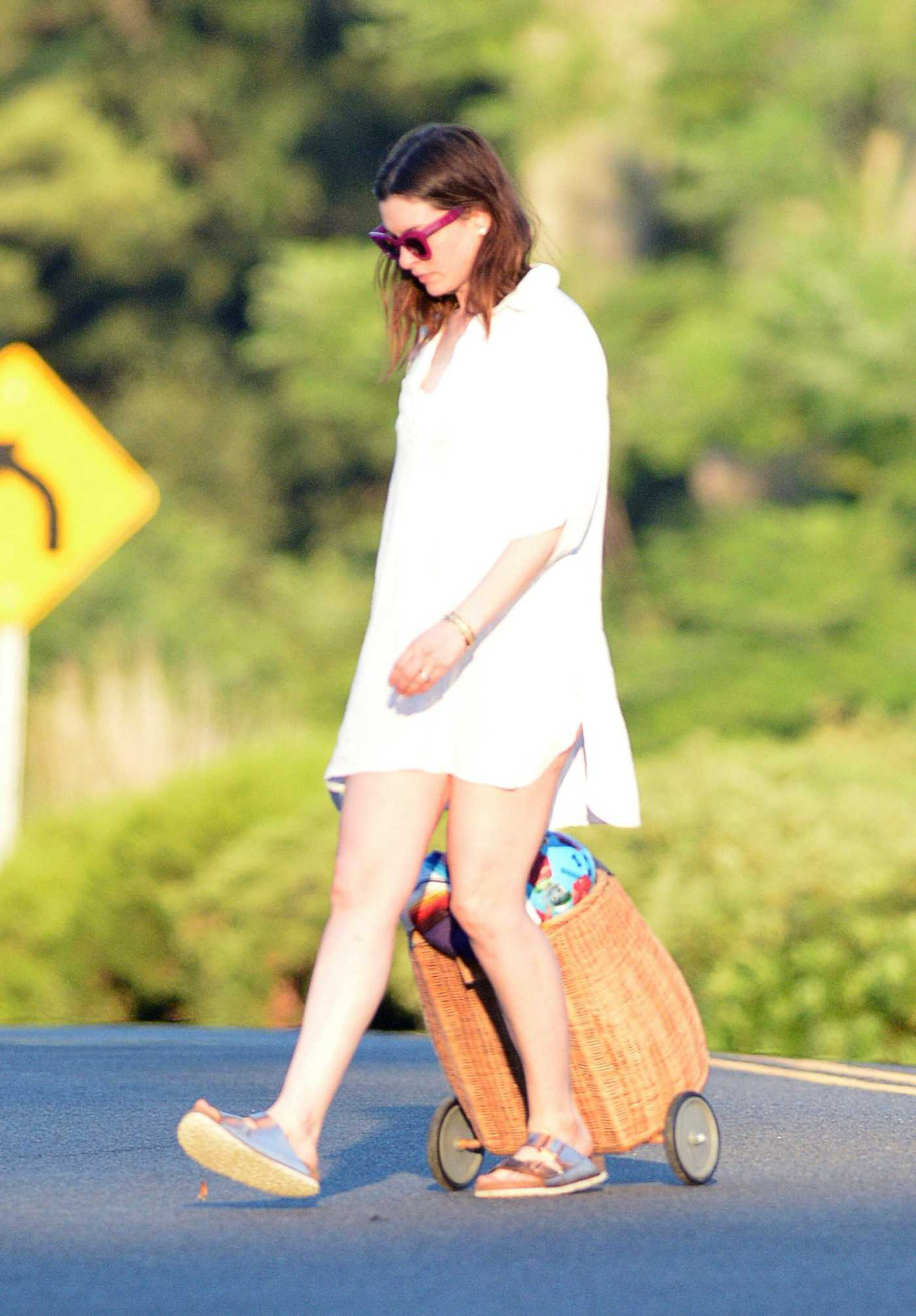 Anne Hathaway in a Long White Shirt Heads to the Beach in Connecticut 07/30/2020