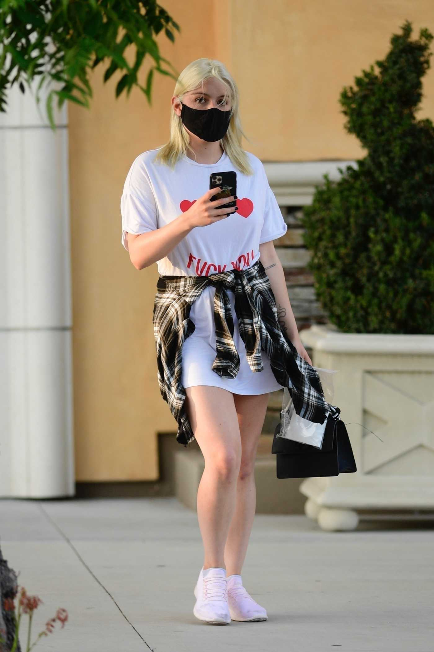 Ariel Winter in a White Tee Visits a Laser Removal Salon in Studio City 08/05/2020