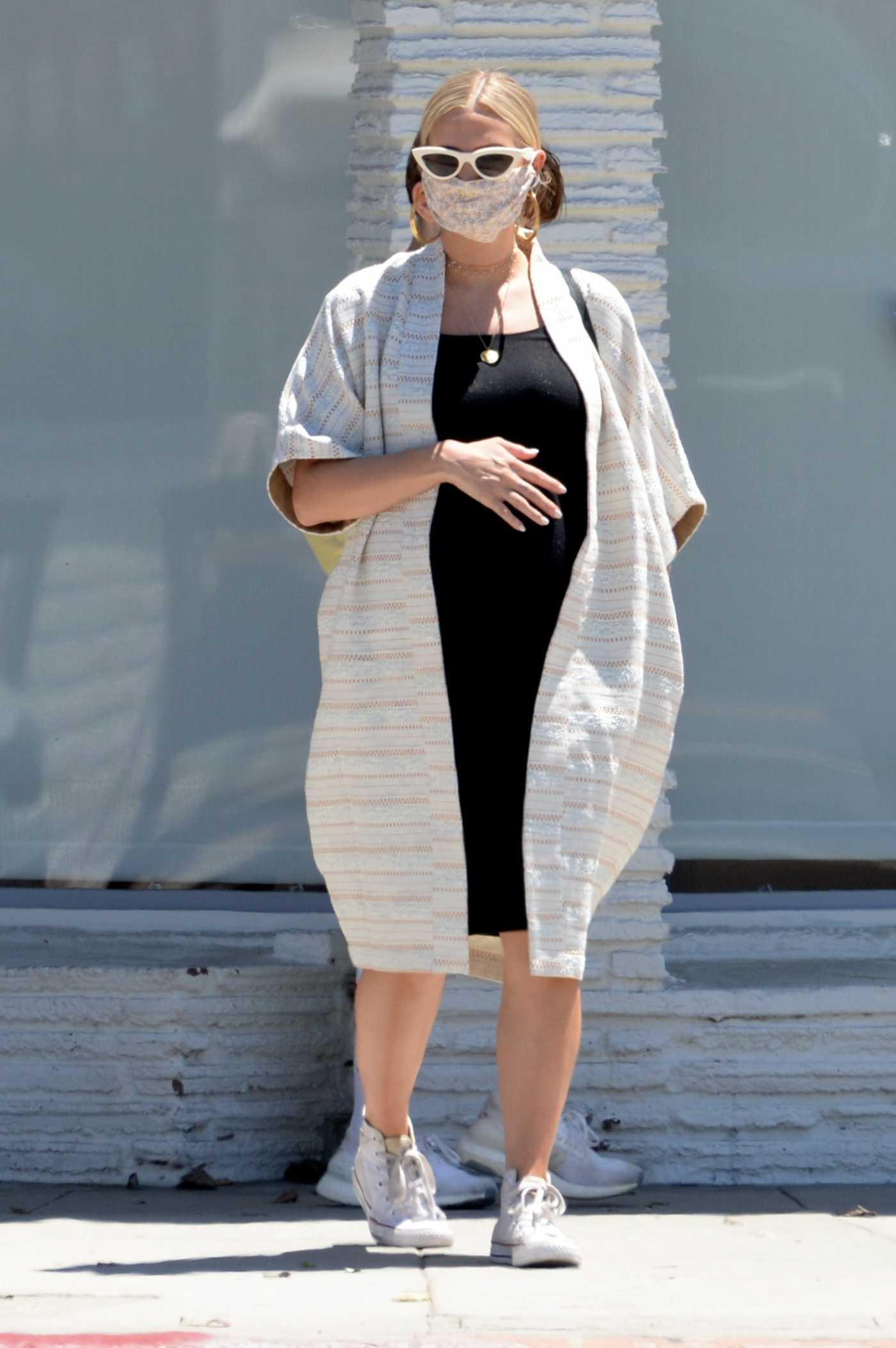 Ashlee Simpson in a Protective Mask Was Seen Out in Los Angeles 08/08/2020