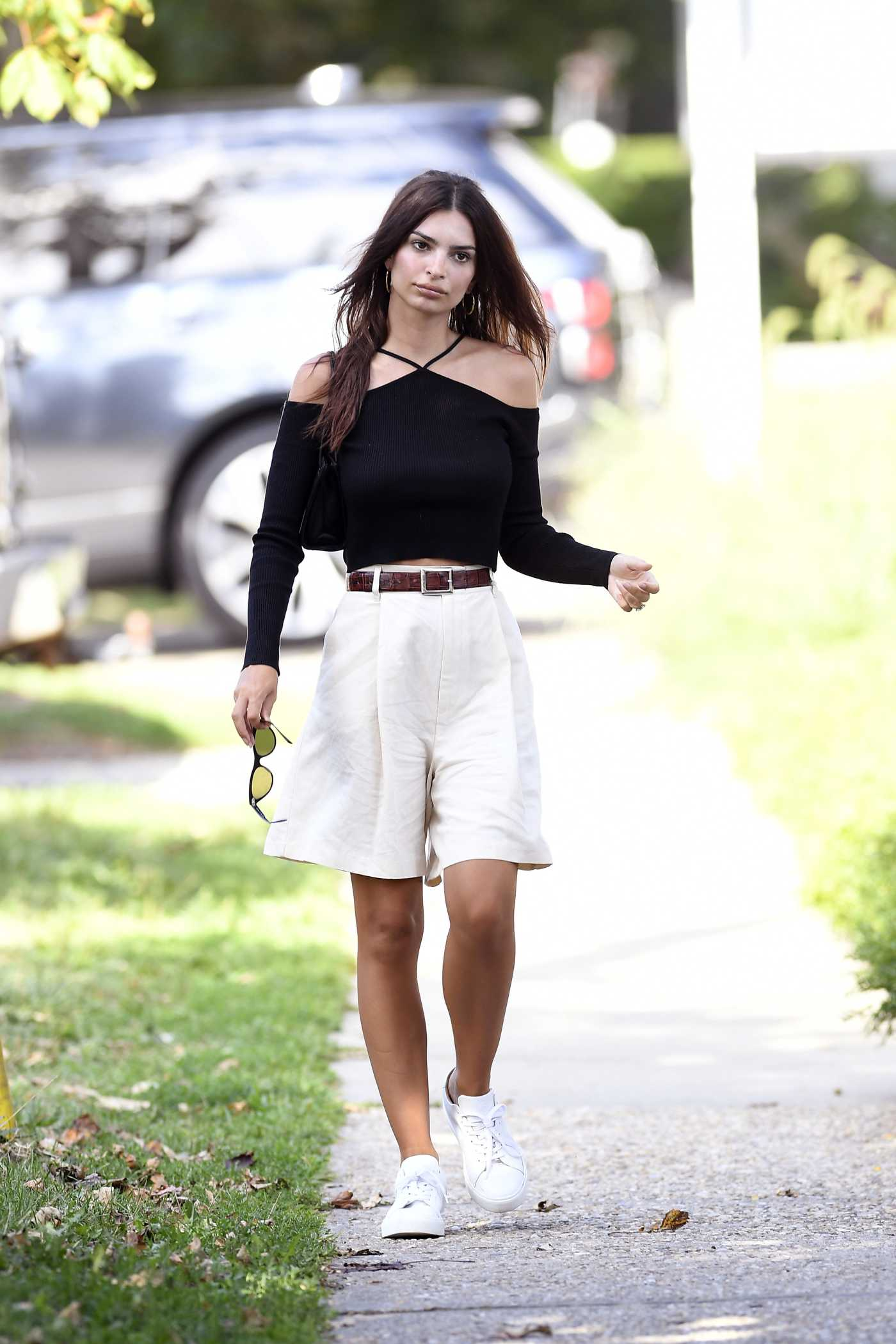 Emily Ratajkowski in a Black Top Was Seen Out in New York 08/23/2020