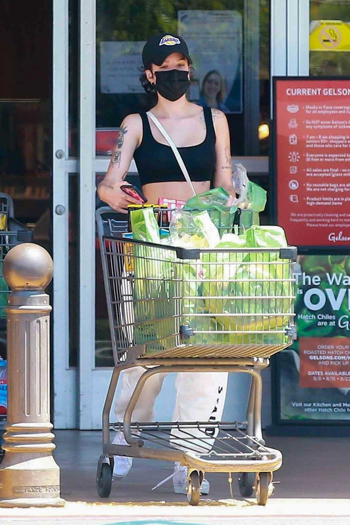 Halsey in a Black Cap Stops by the Grocery Store in Los Angeles 08/06/2020