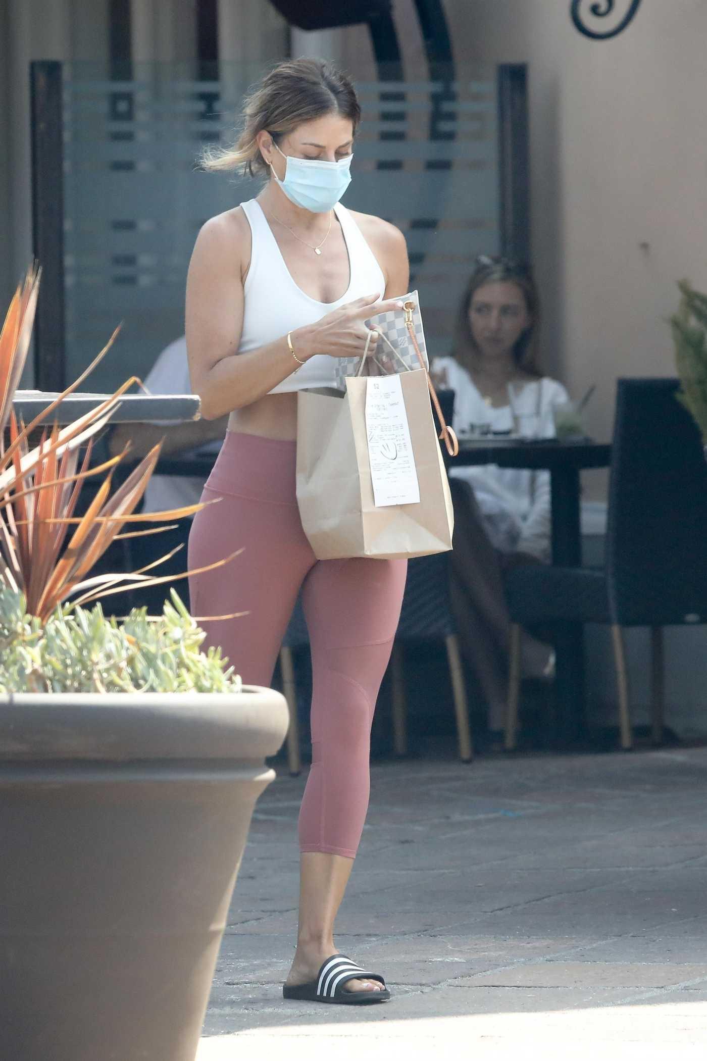 Jillian Michaels in a Pink Leggings Picks up a Sushi Lunch from Bui Sushi in Malibu 08/04/2020