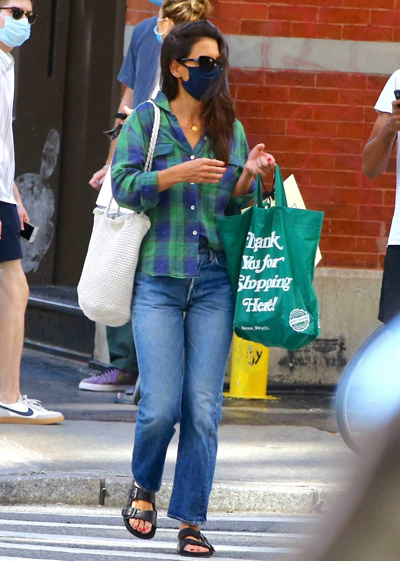 Katie Holmes in a Green Plaid Shirt Goes Grocery Shopping at a Supermarket in Soho, New York 08/30/2020