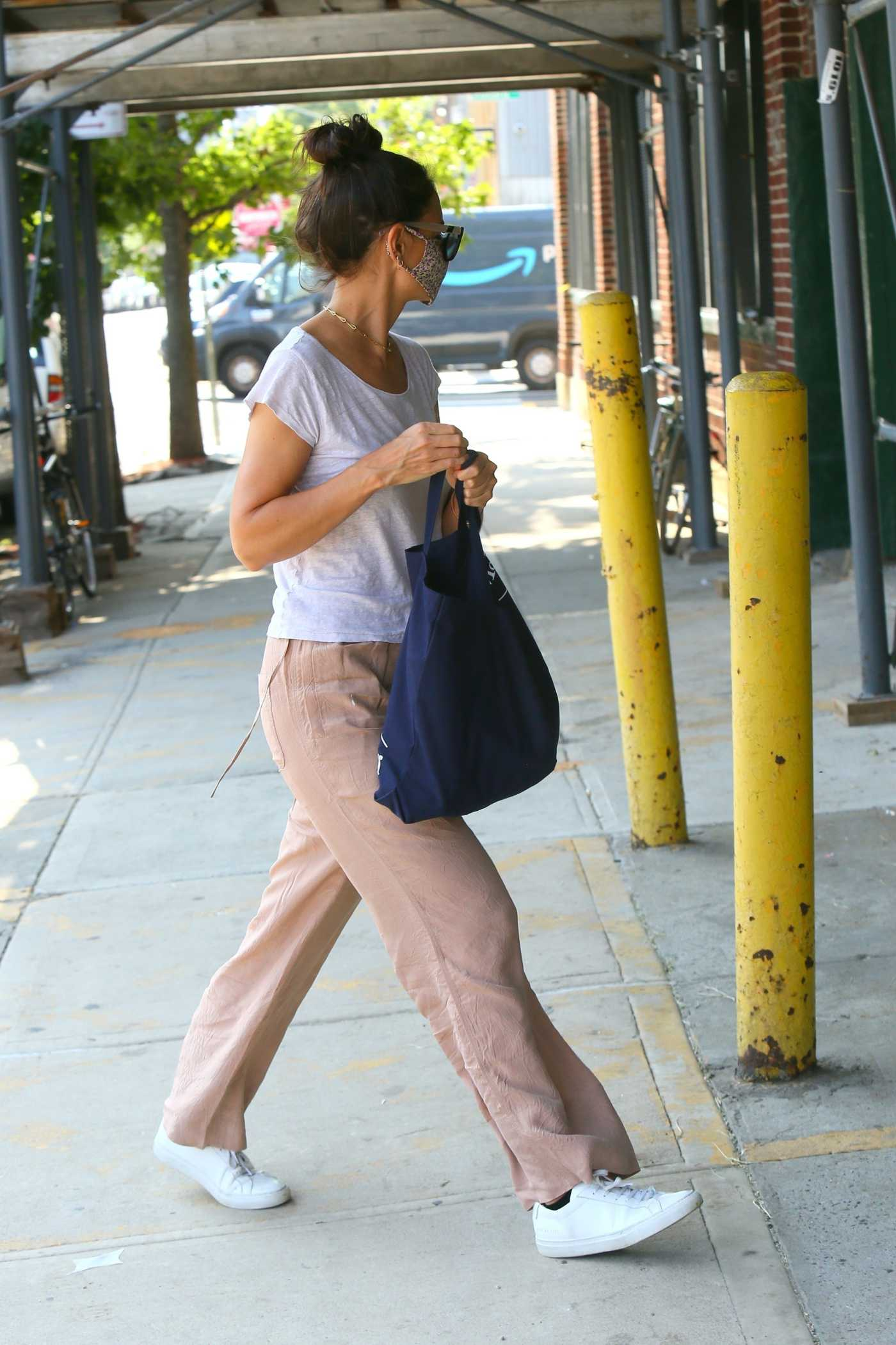 Katie Holmes in a White Tee Was Seen Out in Brooklyn 08/06/2020