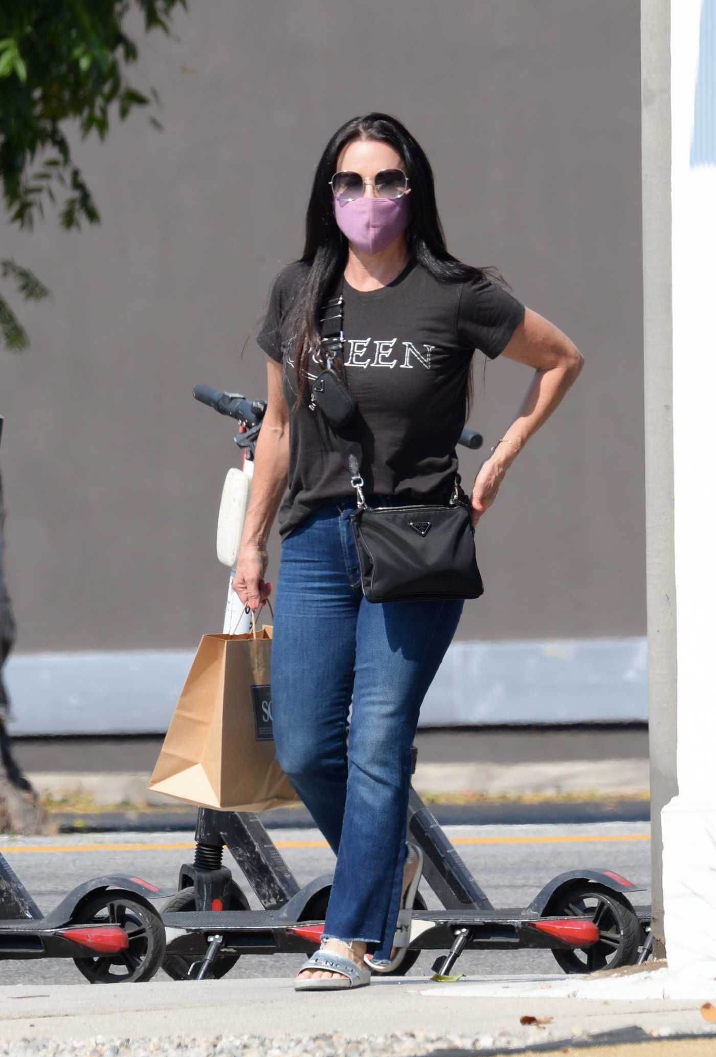 Kyle Richards in a Black Tee Was Seen Out in Sherman Oaks 08/20/2020