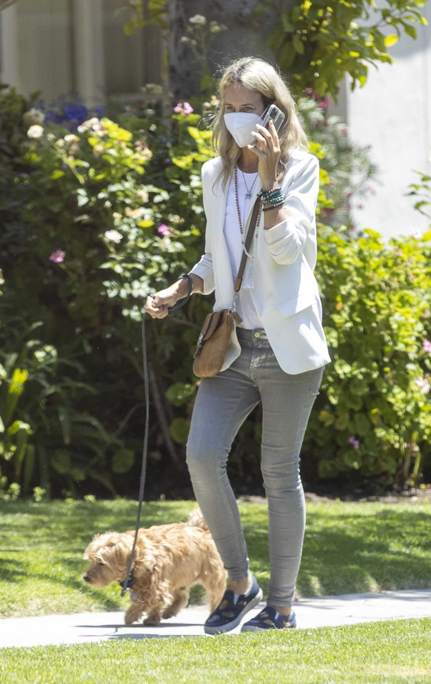Lady Victoria Hervey in a Protective Mask Walks Her Dog in Los Angeles 08/20/2020