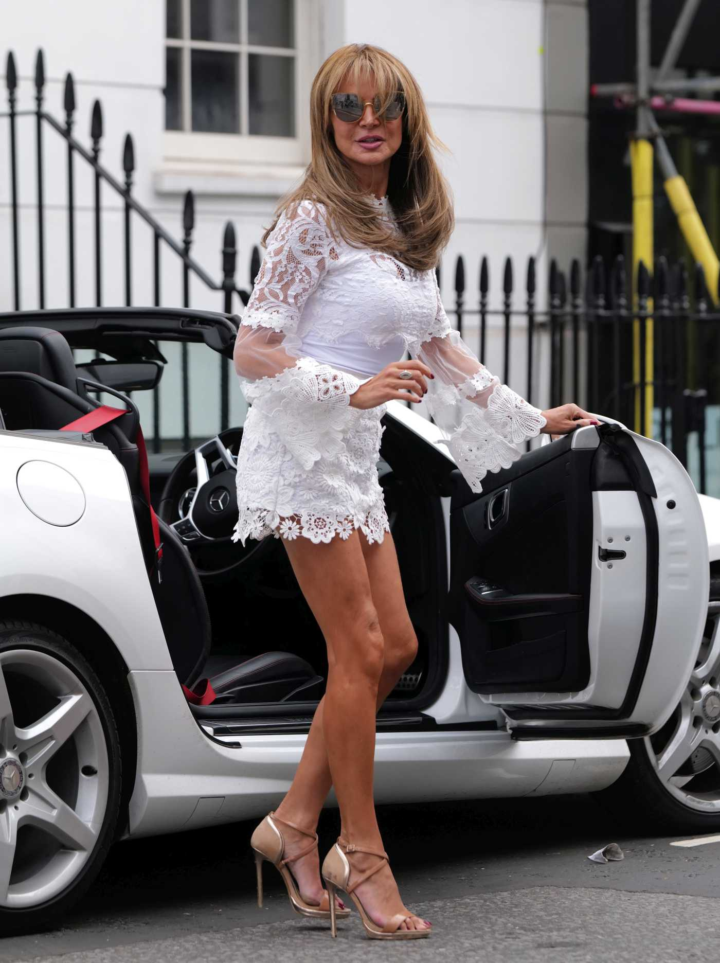 Lizzie Cundy in a White Floral Ensemble Was Seen Out in London 08/29/2020