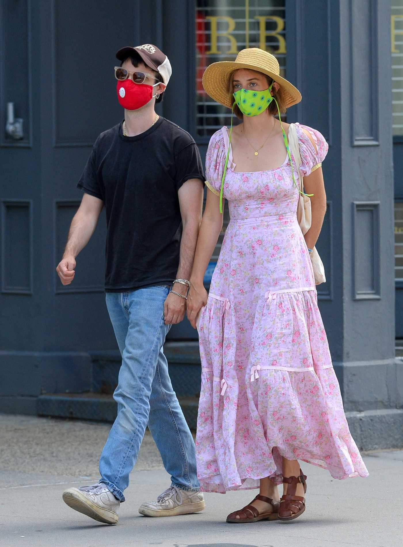 Maya Hawke in a Straw Hat Was Seen Out with Tom Sturridge in New York 08/02/2020