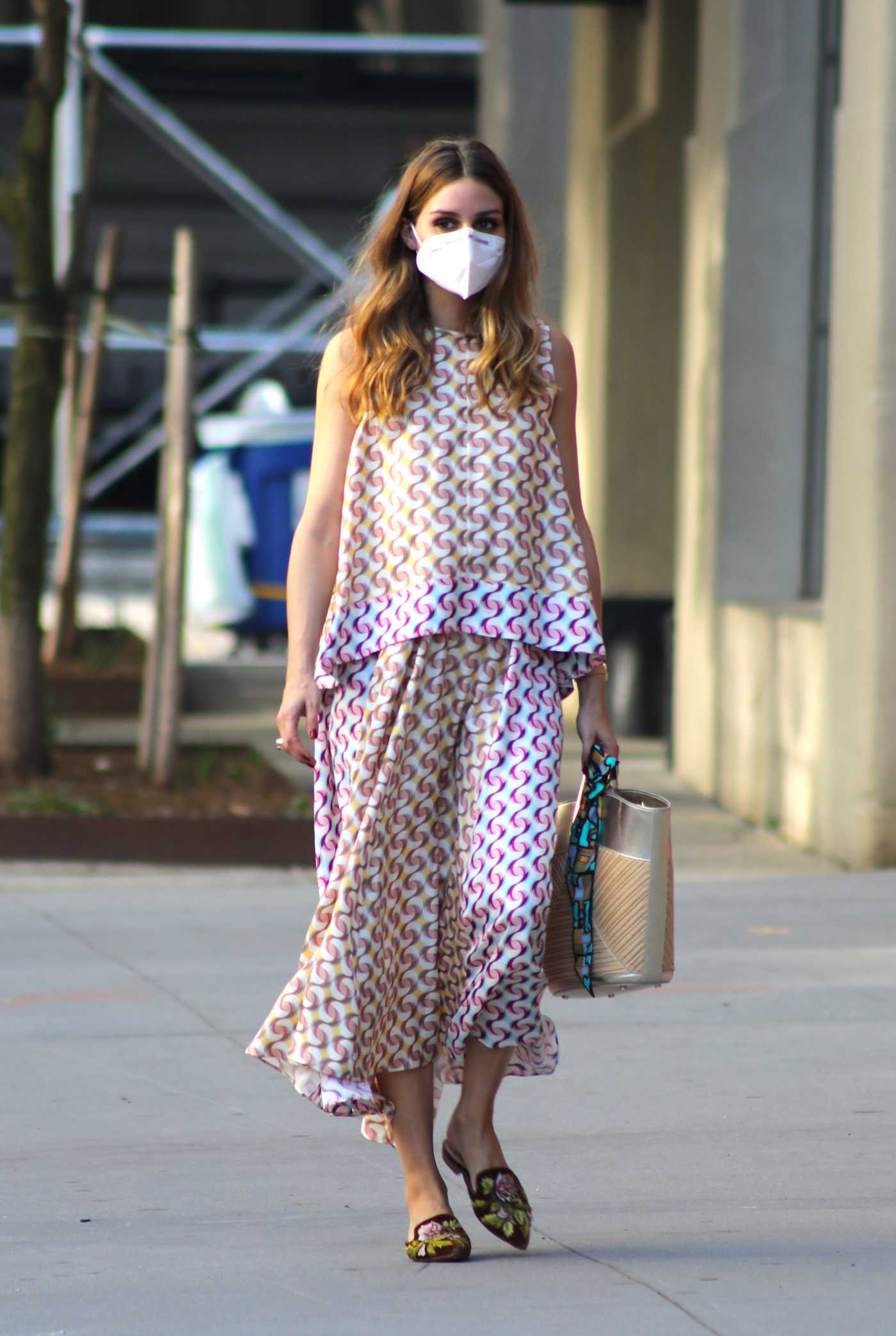 Olivia Palermo in a Protective Mask Walks at the Park in Downtown, Brooklyn 08/11/2020