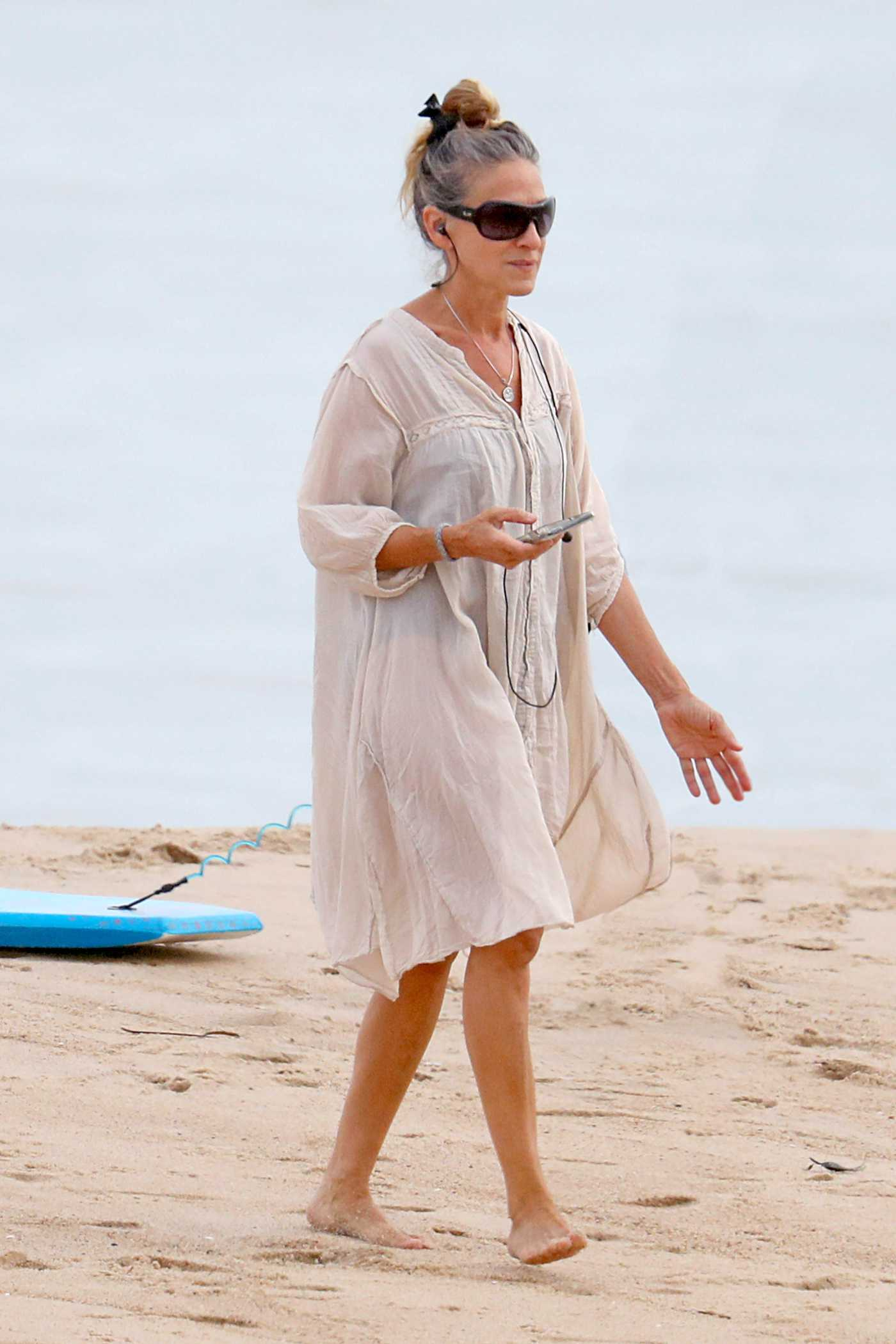 Sarah Jessica Parker in a Beige Dress Was Seen on the Beach in the Hamptons, NYC 08/16/2020