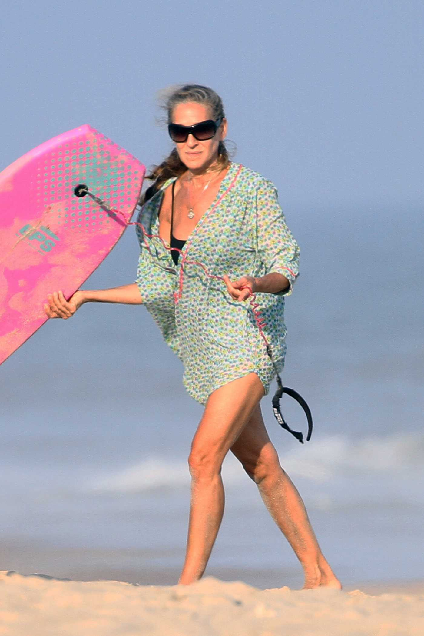 Sarah Jessica Parker in a Black Bikini Spends Quality Time with Her Husband on the Beach in the Hamptons, New York 08/23/2020