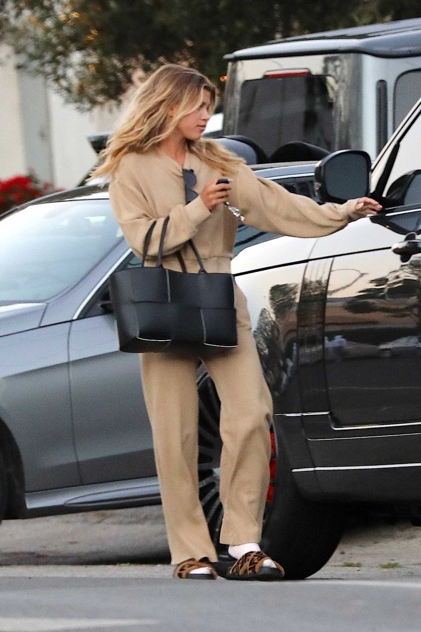 Sofia Richie in a Beige Sweatsuit Was Seen Out in Malibu 08/09/2020