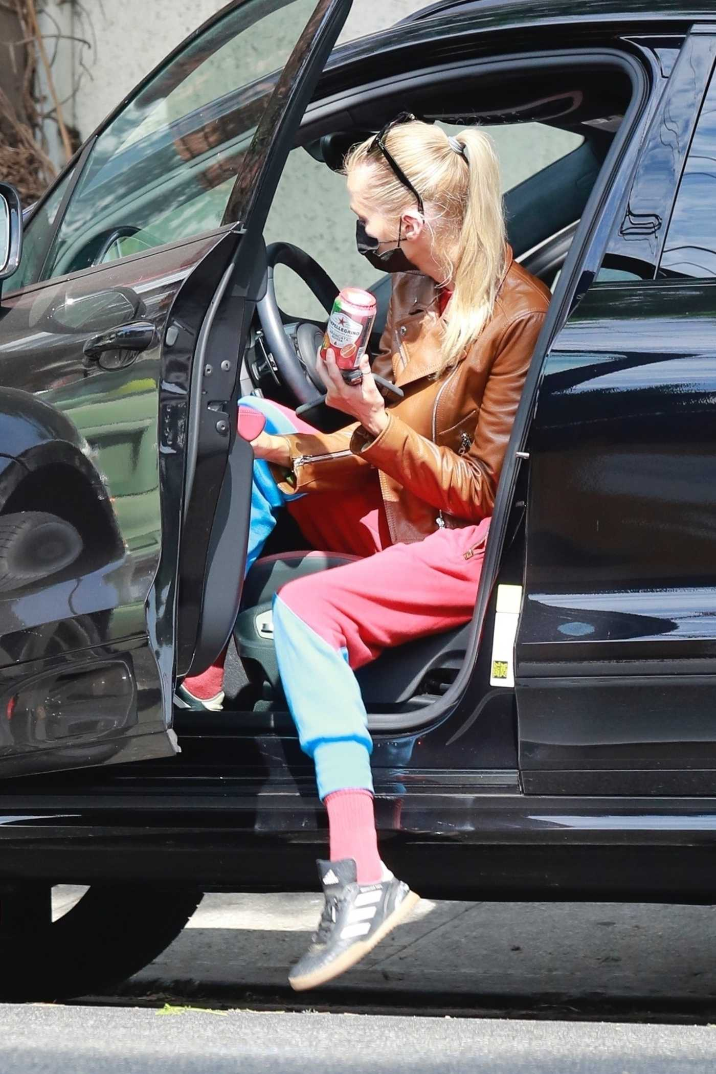 Stella Maxwell in a Tan Leather Jacket Was Seen Out in Los Feloz 08/23/2020