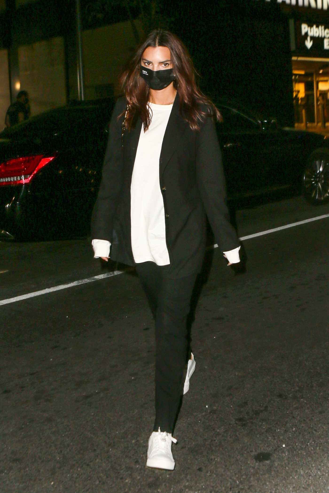 Emily Ratajkowski in a Black Protective Mask Steps Out to Dinner in New York 09/15/2020