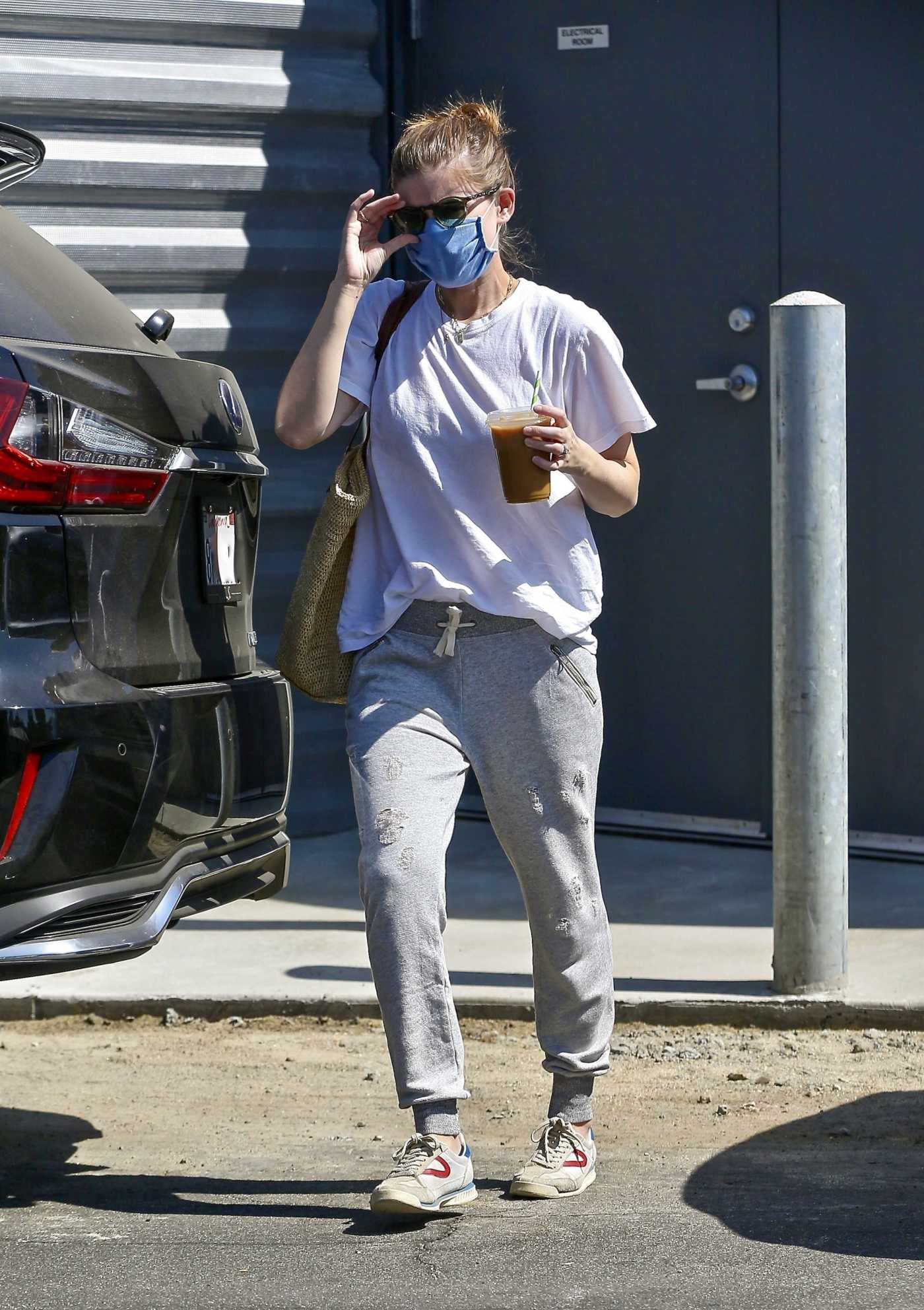 Kate Mara in a Blue Protective Mask Was Seen Out in Los Angeles 09/24/2020