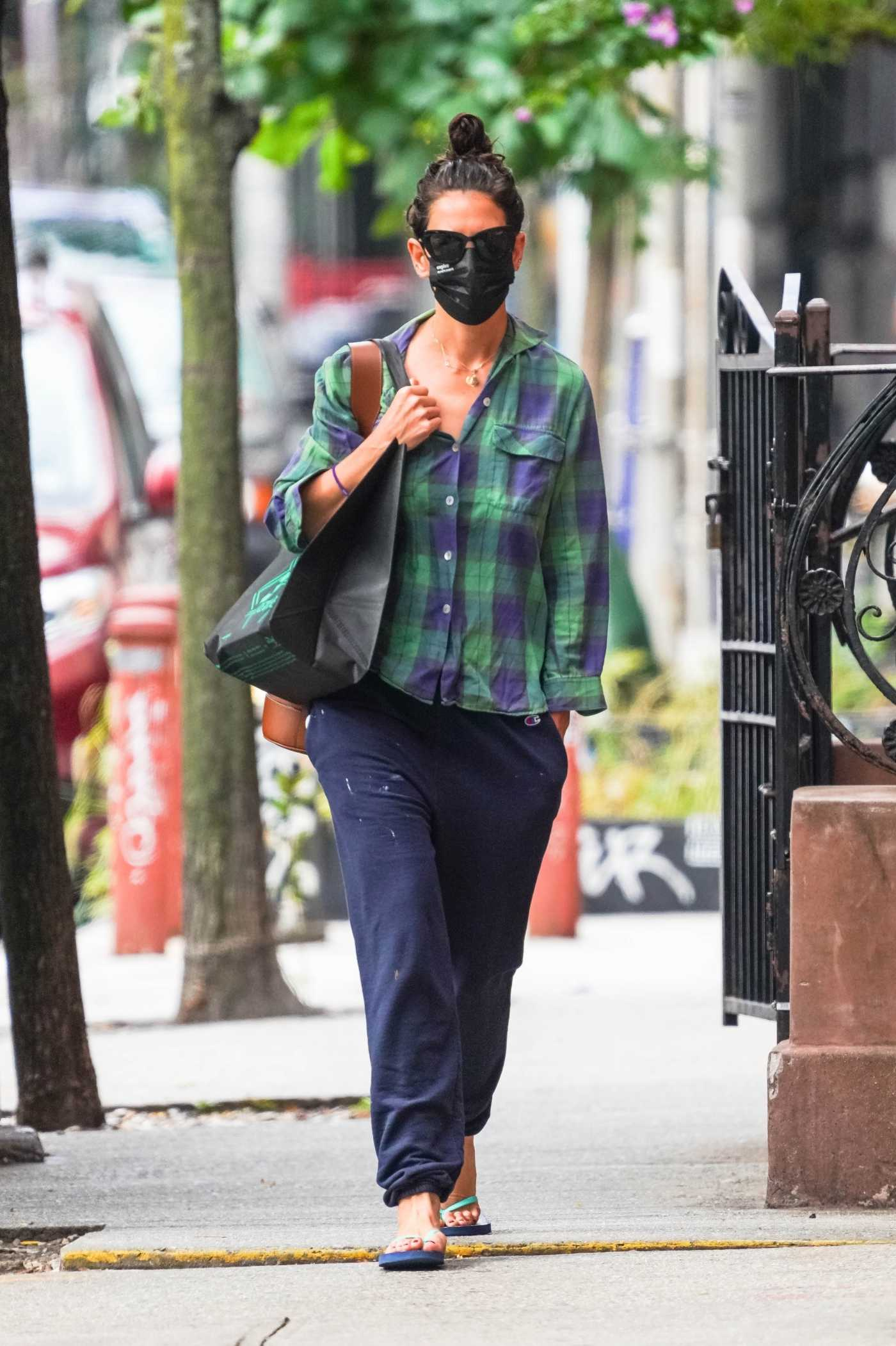 Katie Holmes in a Plaid Shirt Was Seen Out in New York 09/13/2020