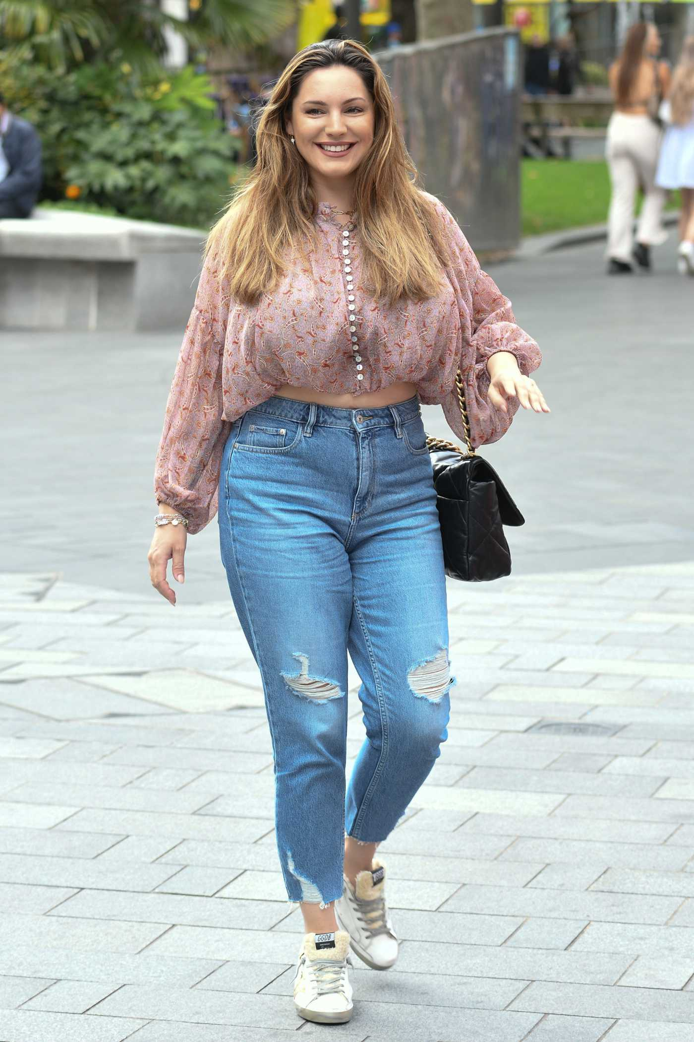 Kelly Brook in a Blue Ripped Jeans Arrives at the Global Radio Studios in London 09/07/2020
