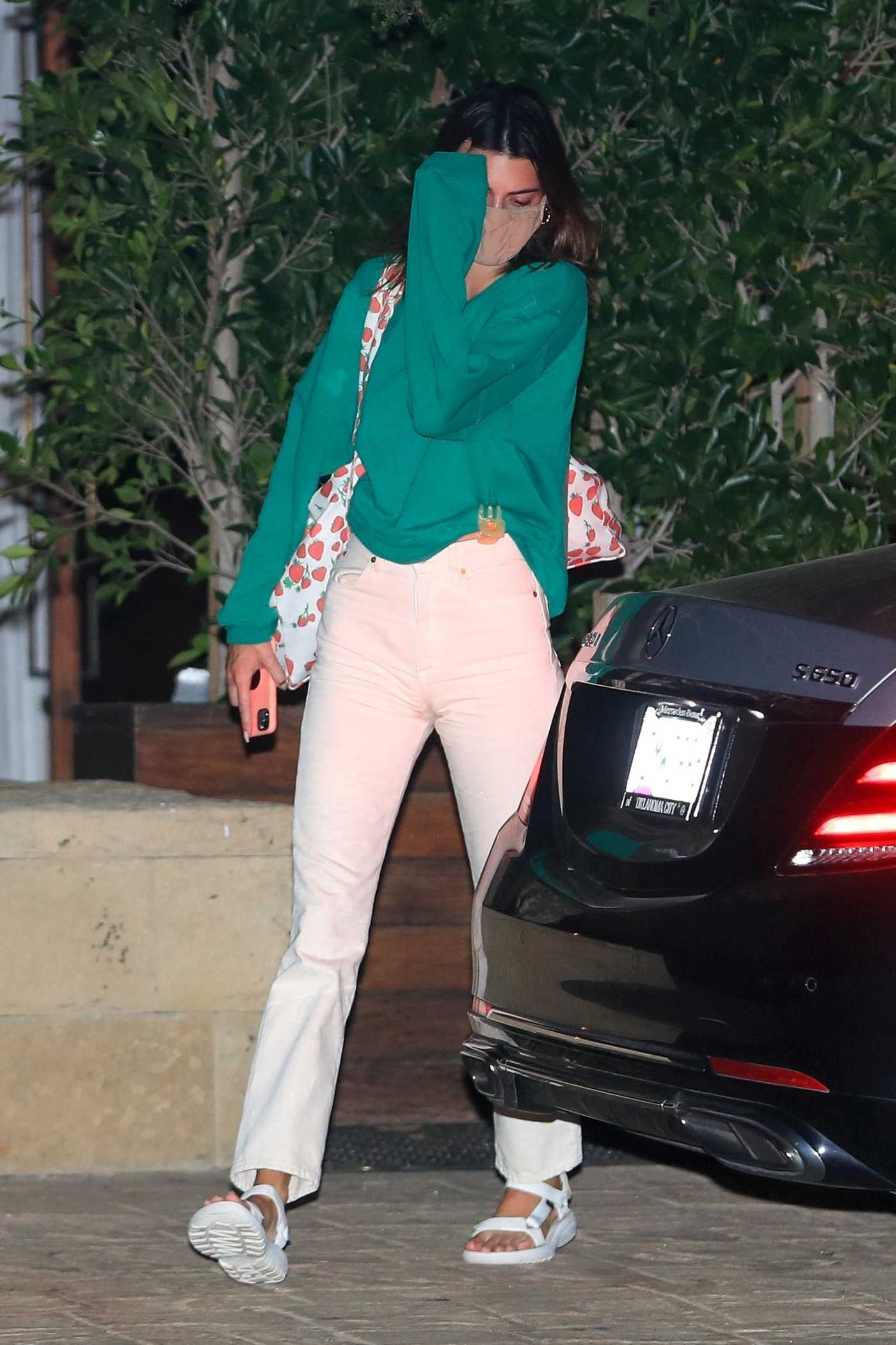 Kendall Jenner in a White Jeans Leaves Dinner at SoHo House in Malibu 09/06/2020