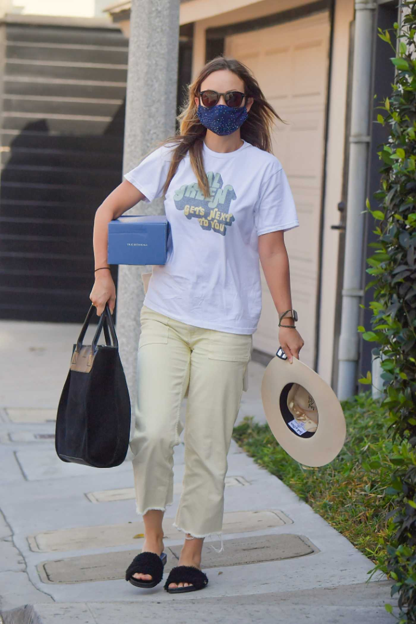 Olivia Wilde in a White Tee Was Seen Out in Beverly Hills 09/22/2020