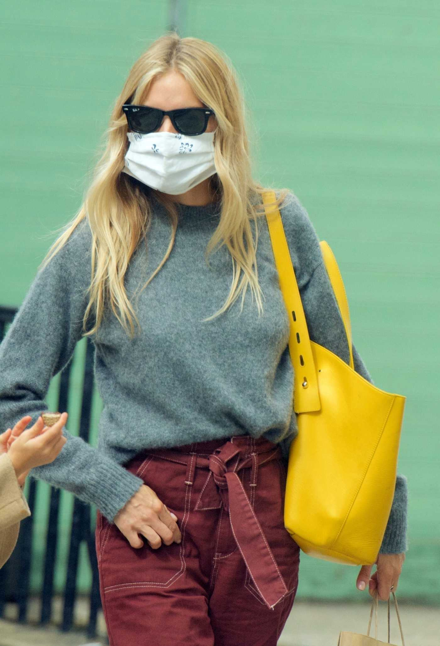 Sienna Miller in a Grey Sweater Has Lunch Out in London 09/08/2020