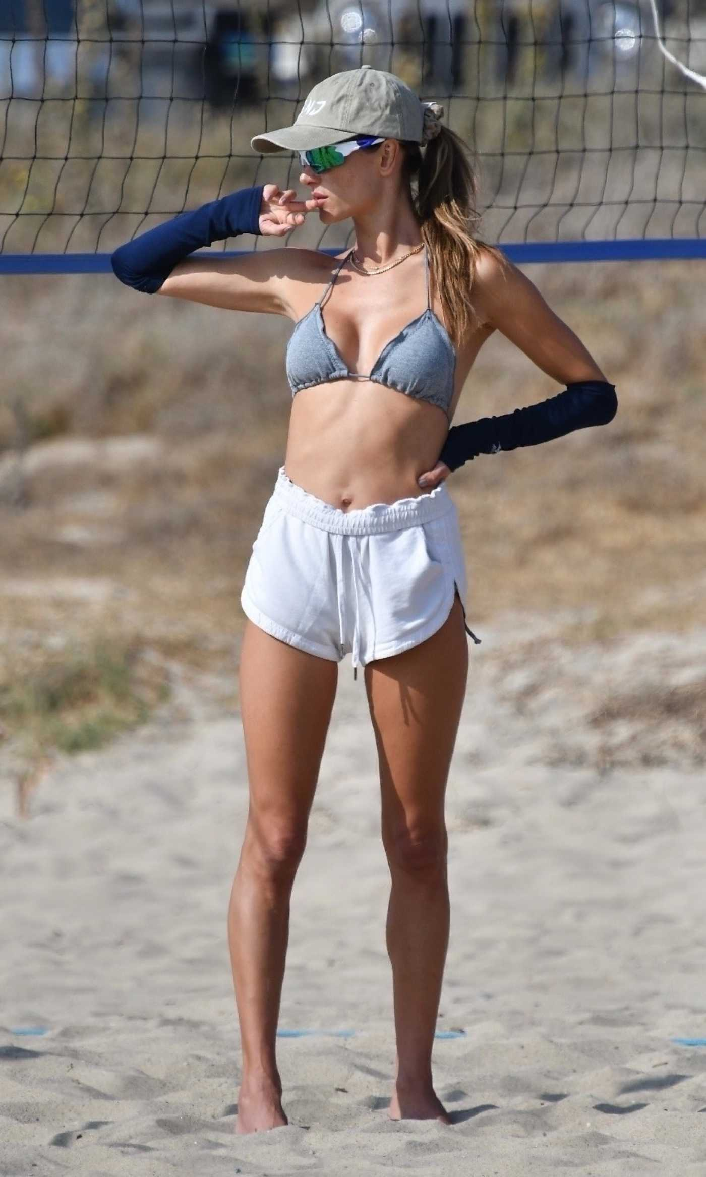 Alessandra Ambrosio in a Grey Bra Shows off Her Volleyball Skills in Santa Monica 10/10/2020