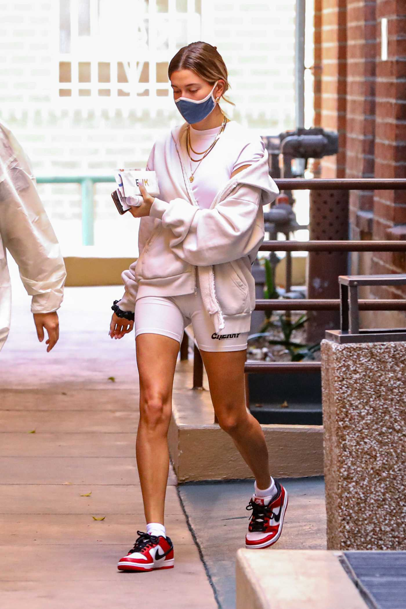 Hailey Baldwin in a Pink Outfit Arrives at Medical Office in Beverly Hills 09/29/2020