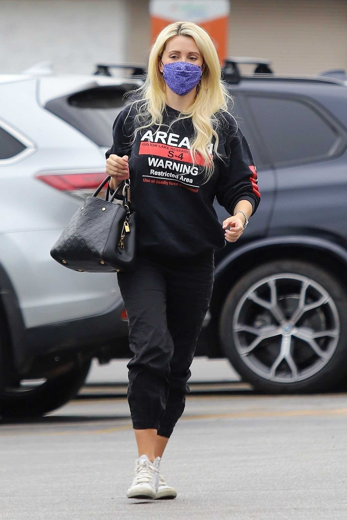 Holly Madison in a Purple Protective Mask Goes Shopping in Los Angeles 10/22/2020